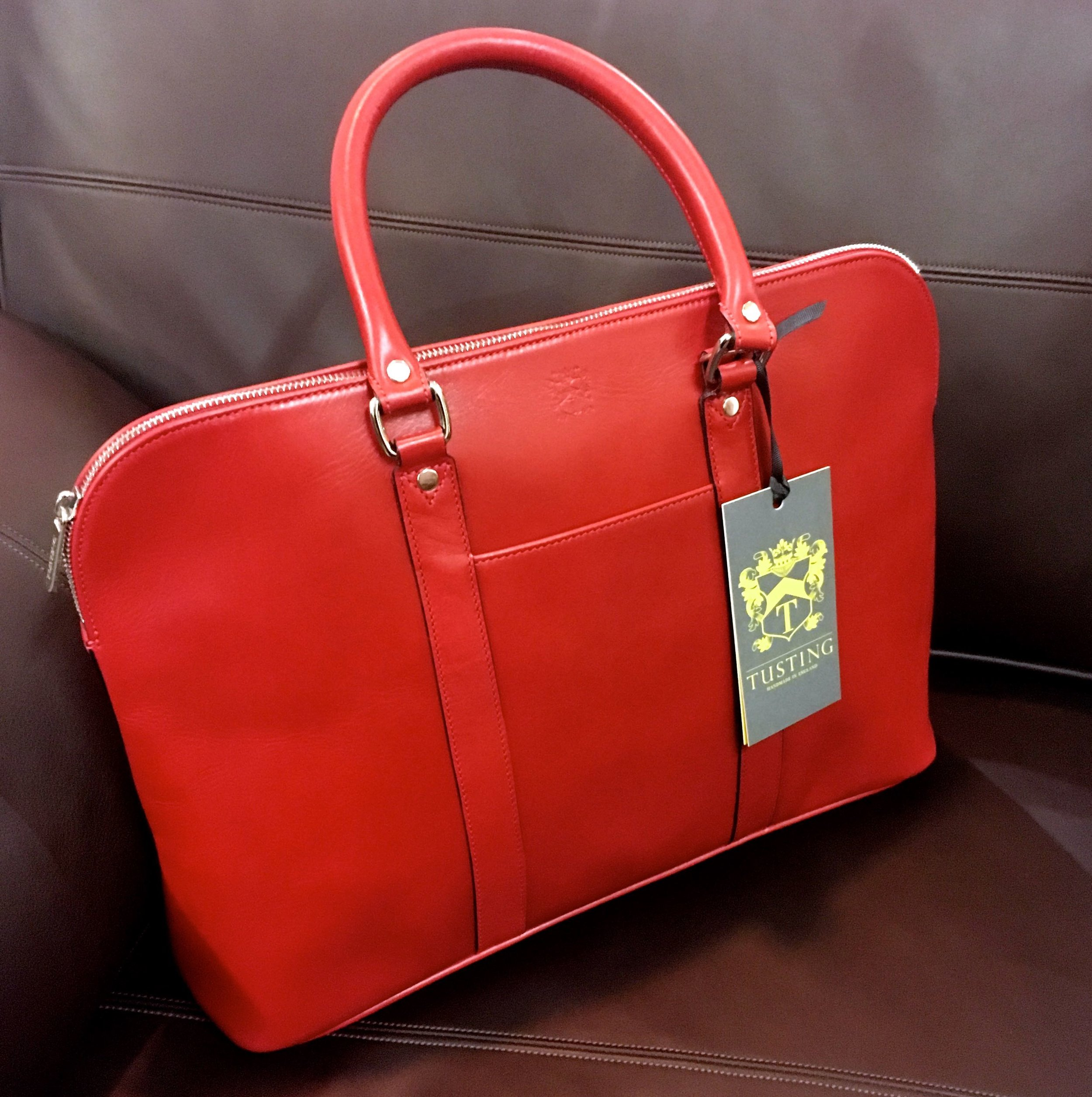 DONNA LEATHER HANDBAG IN CRIMSON RED