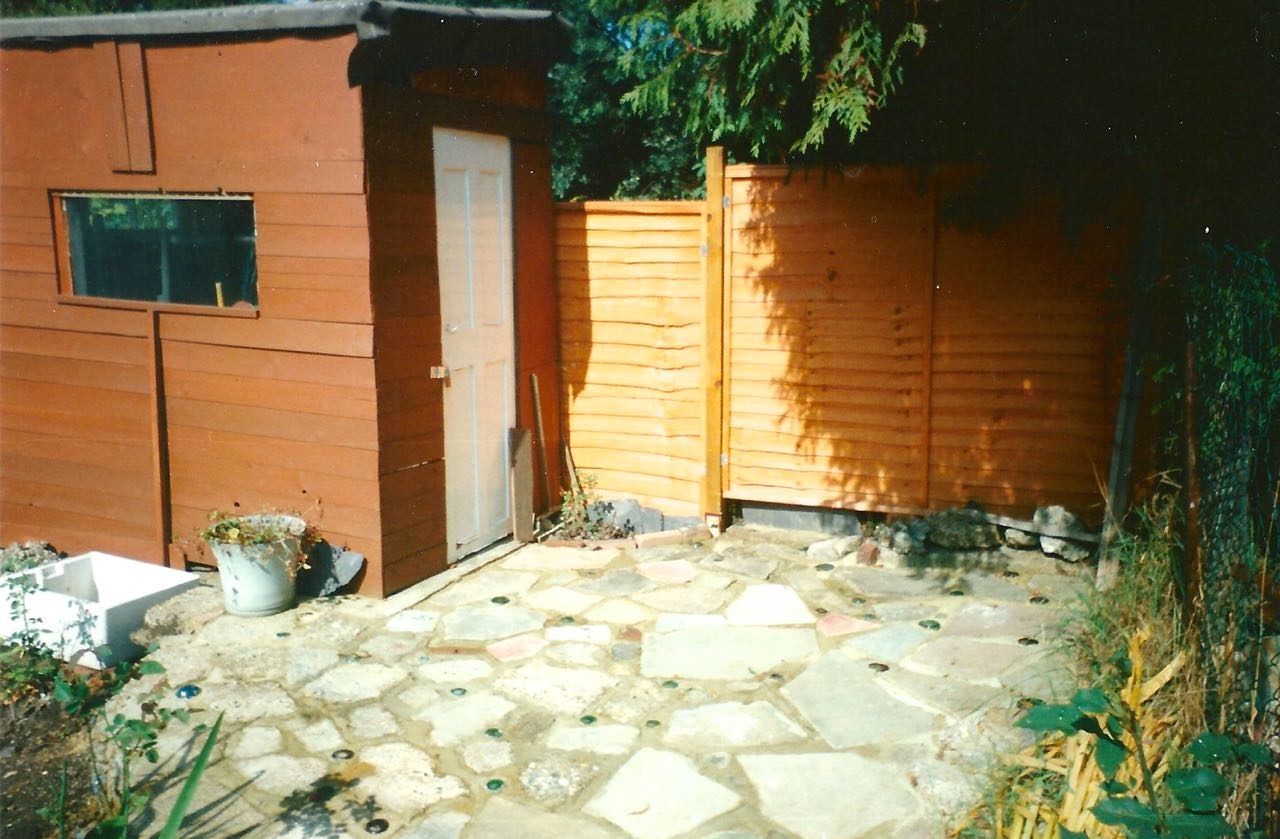 THE FINISHED SHED AND NEW FENCE