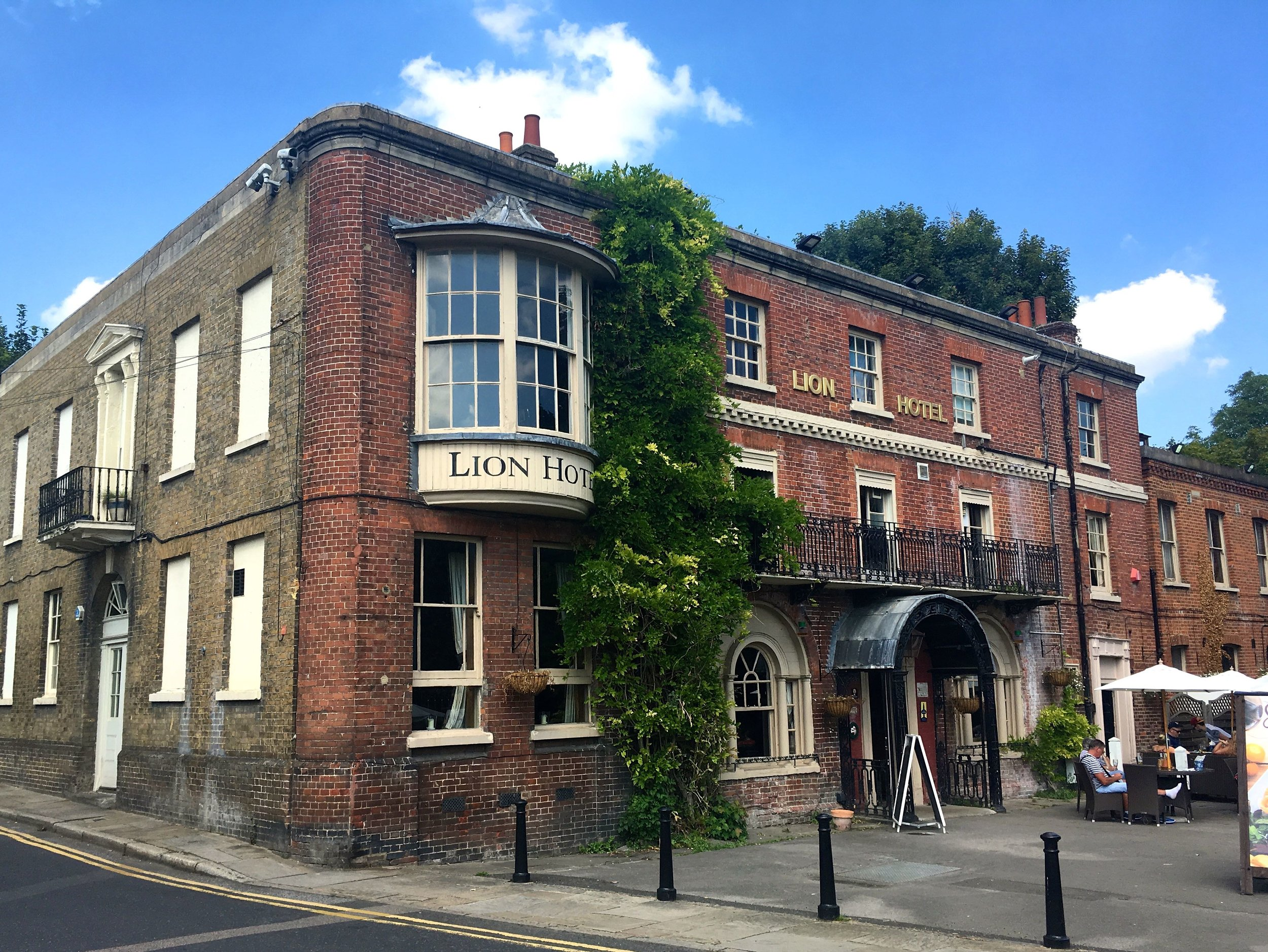 THE LION HOTEL IN FARNINGHAM