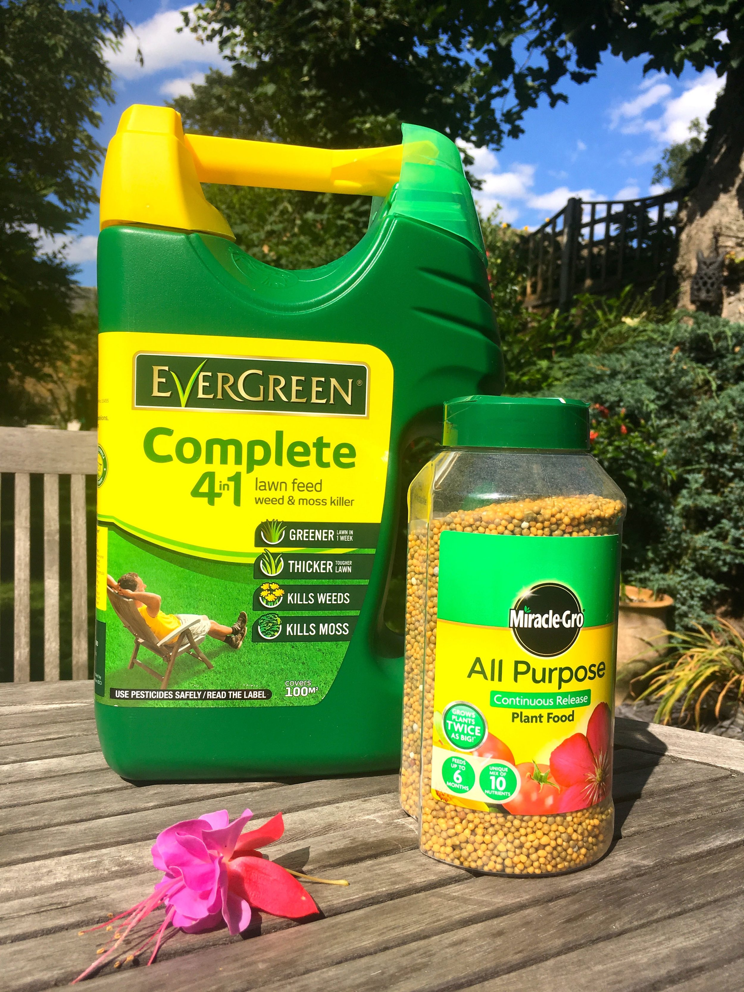 Miracle gro complete 4 in 1 lawn feed and all purpose plant food