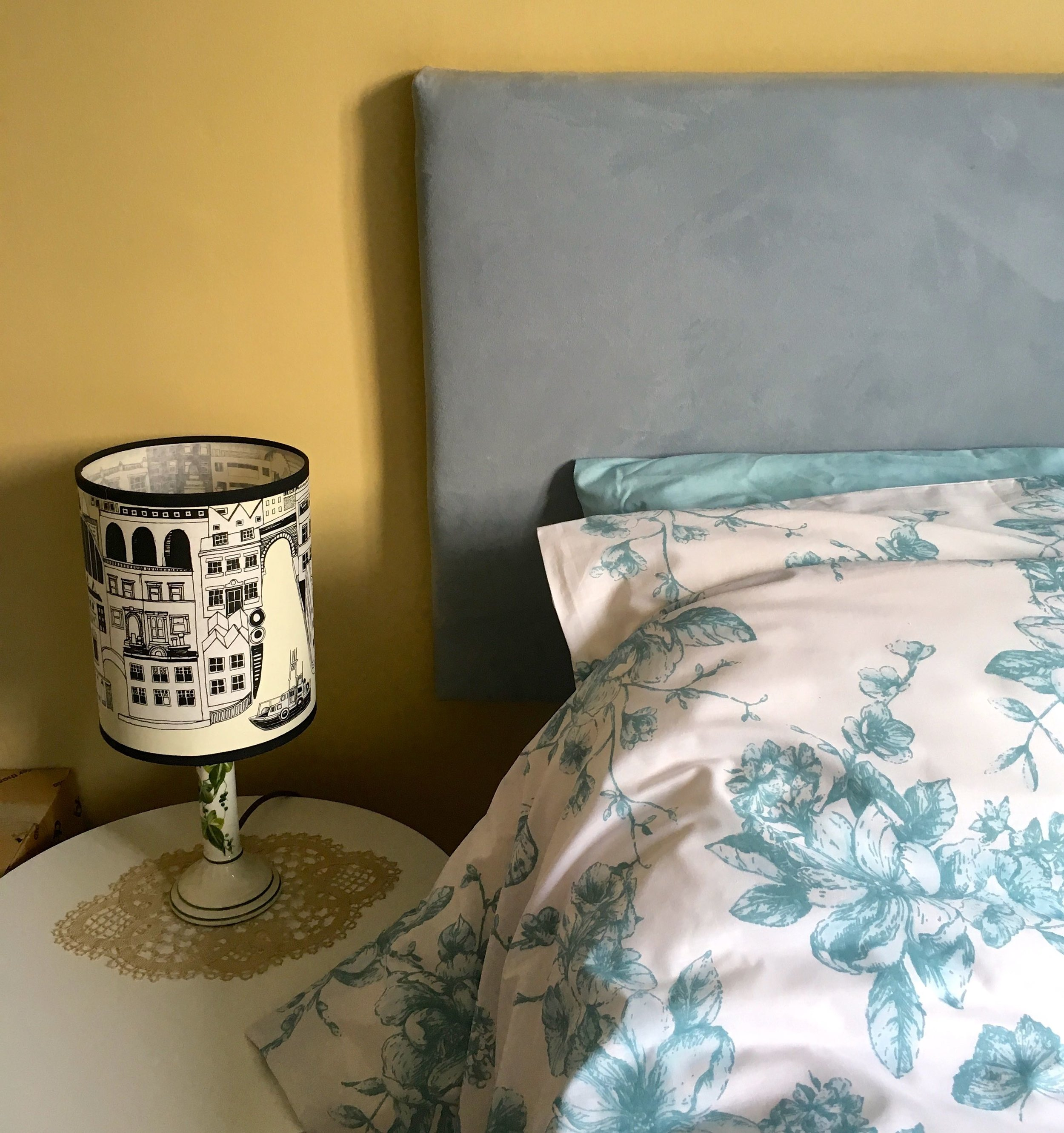 teal bedding that tones very well with the headboard and existing contrasting bedlinen