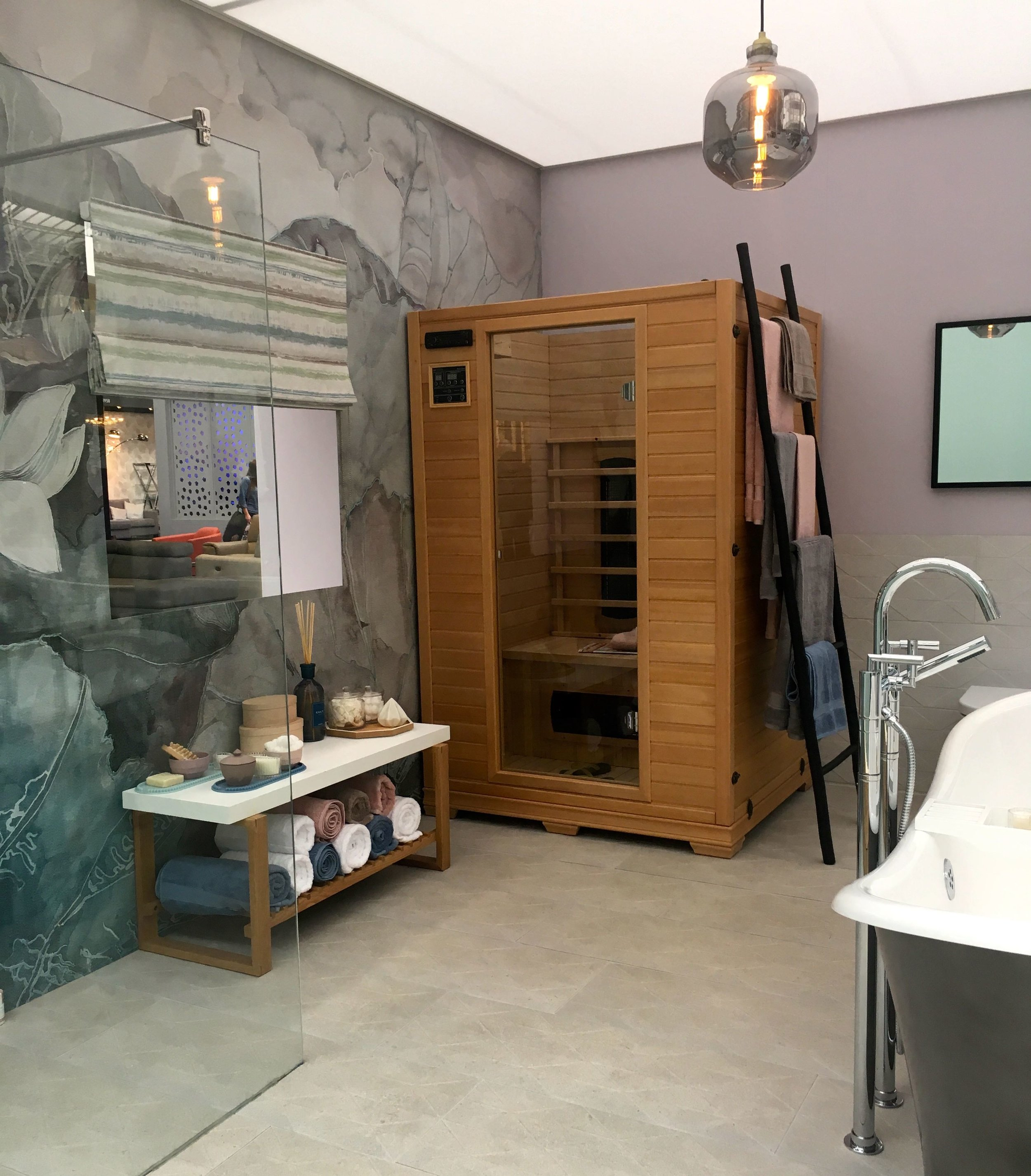 A sauna in the corner of the wellness bathroom roomset