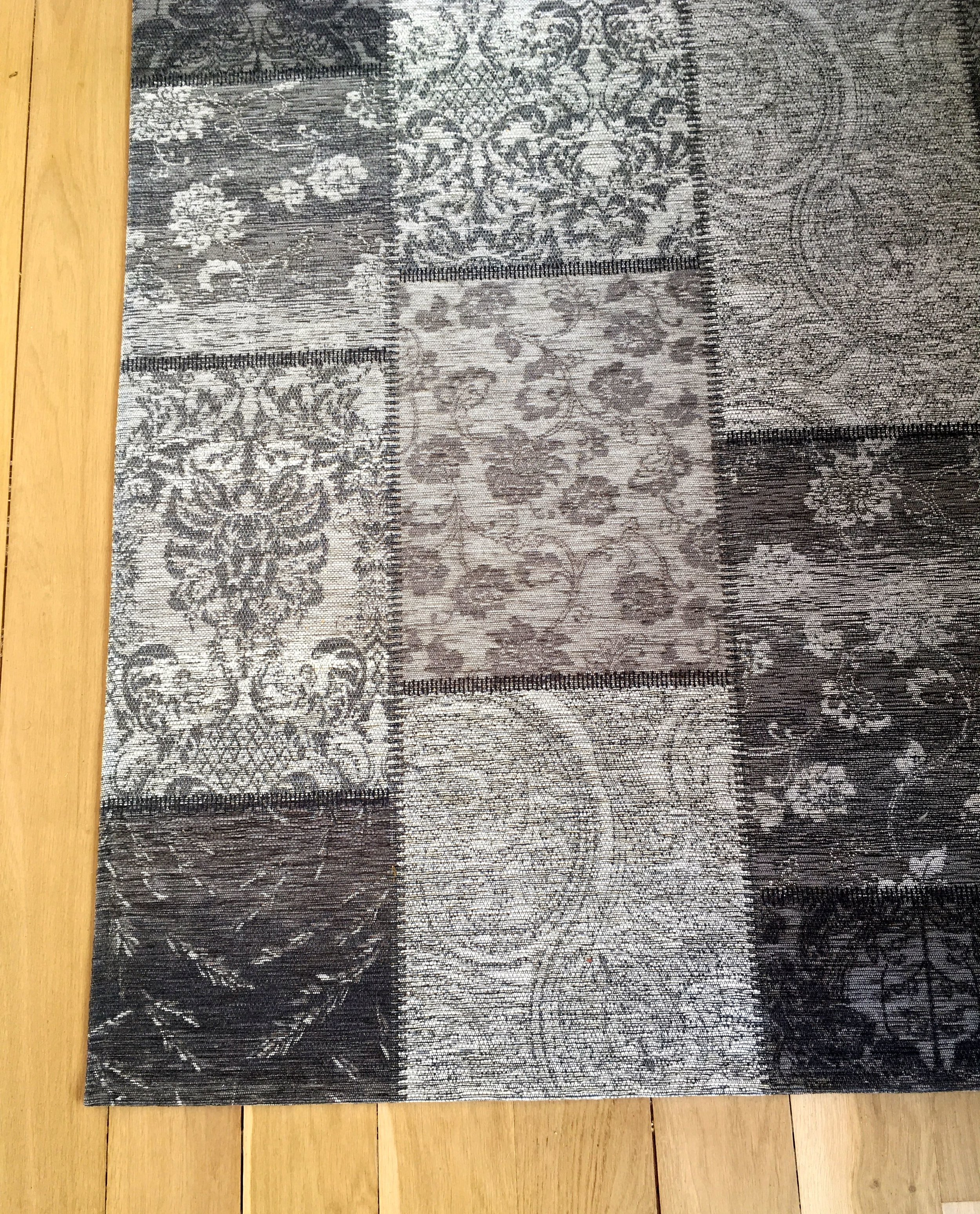 A closer look at the pattern of the rug