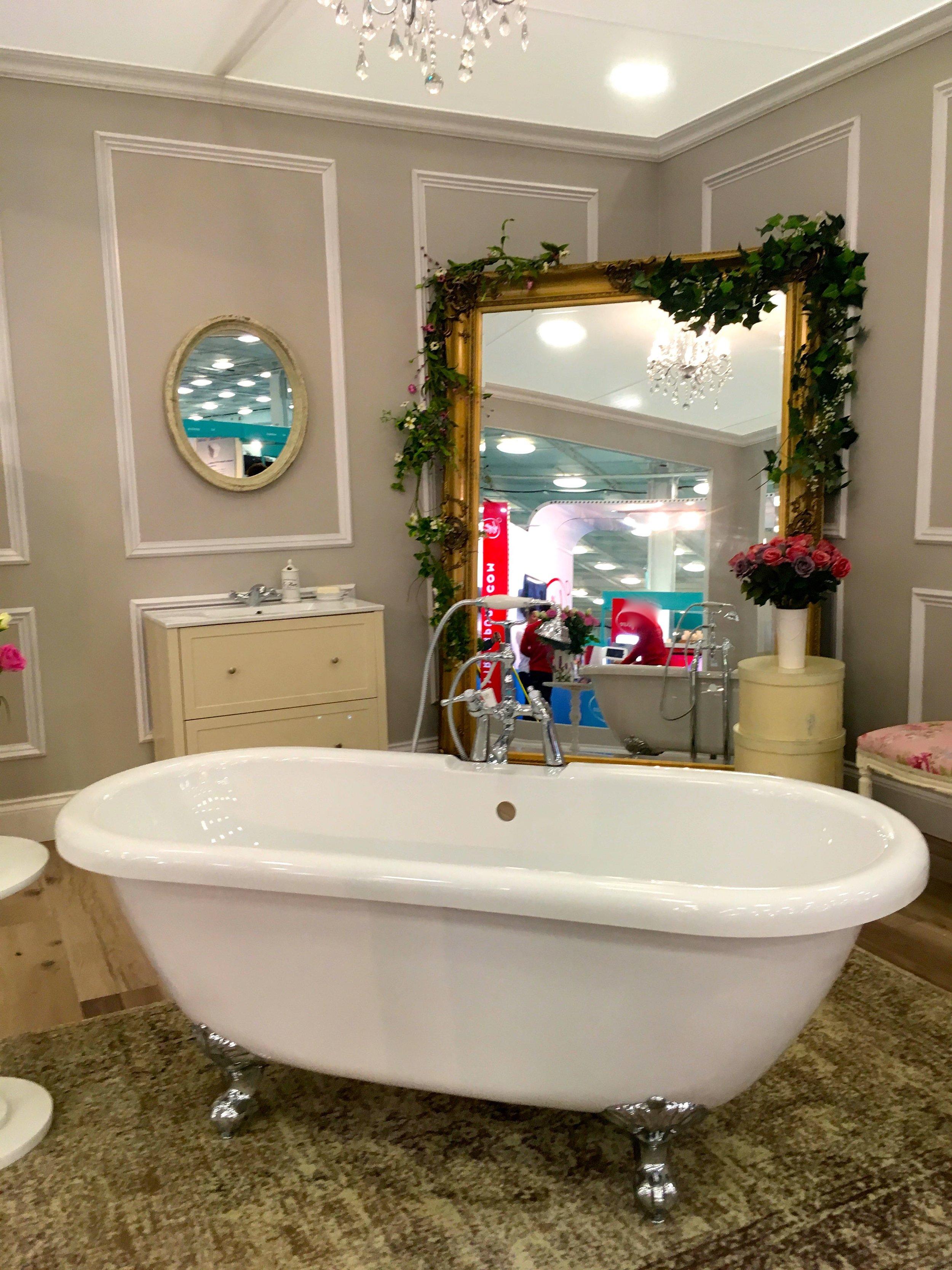 A standalone bathtub and mirror
