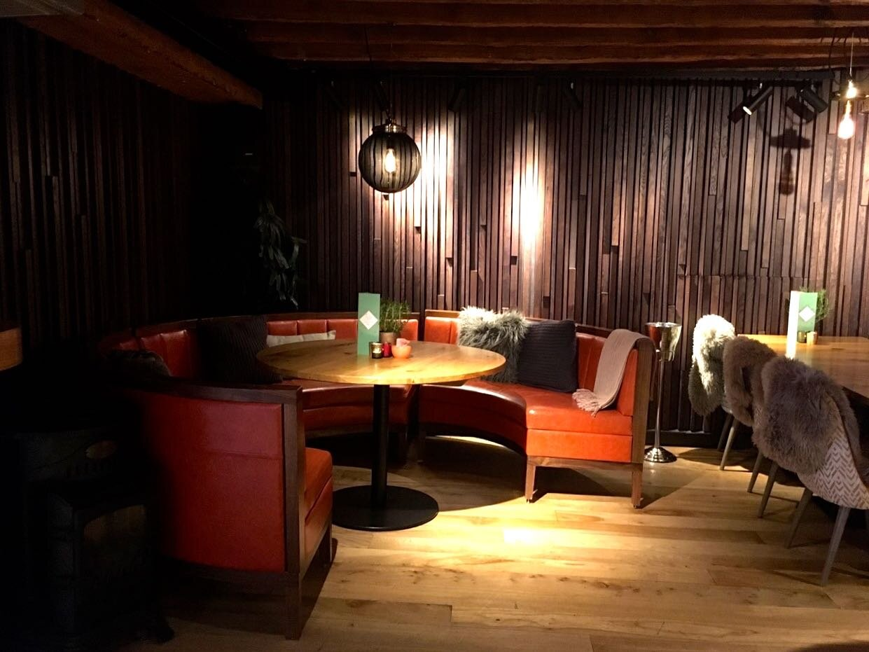 circular booths create cosy spaces