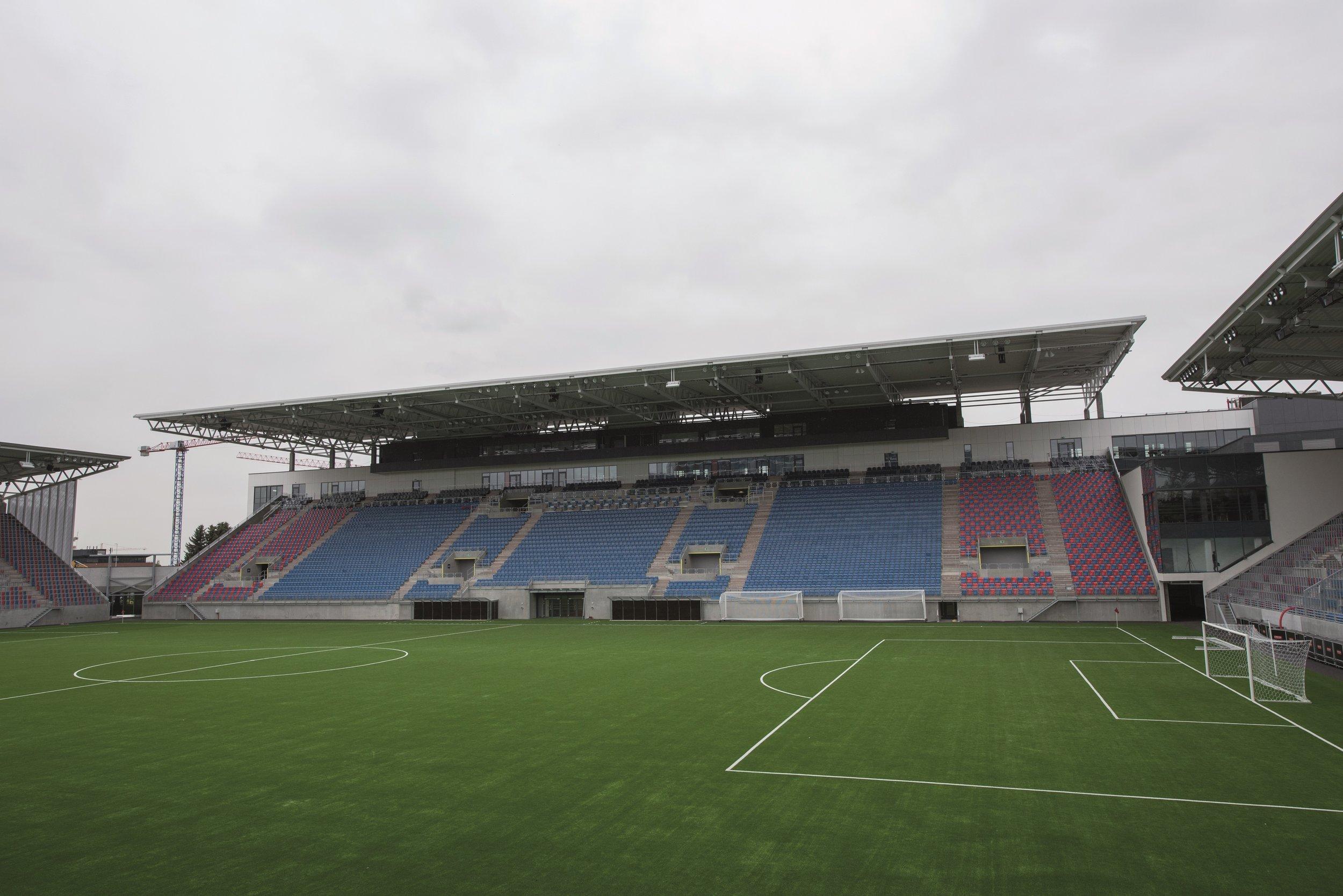 Vålerenga stadion 40 REd.jpg