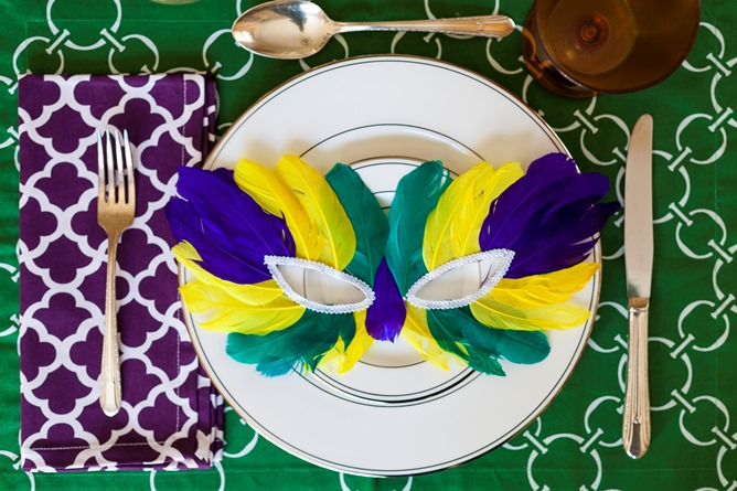 Mardi Gras place setting cotton table linens green purple