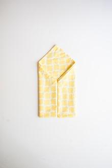 cloth napkin folds yellow and white dinner napkins