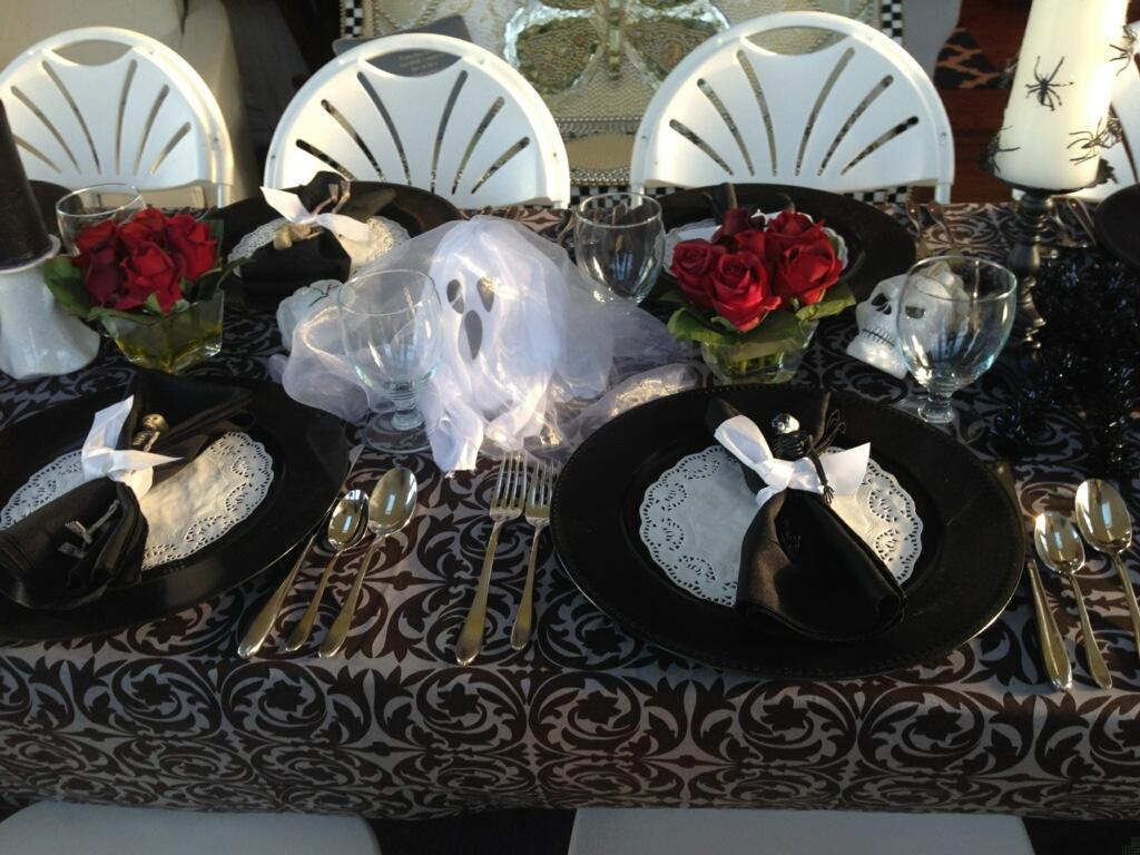 clever halloween table setting