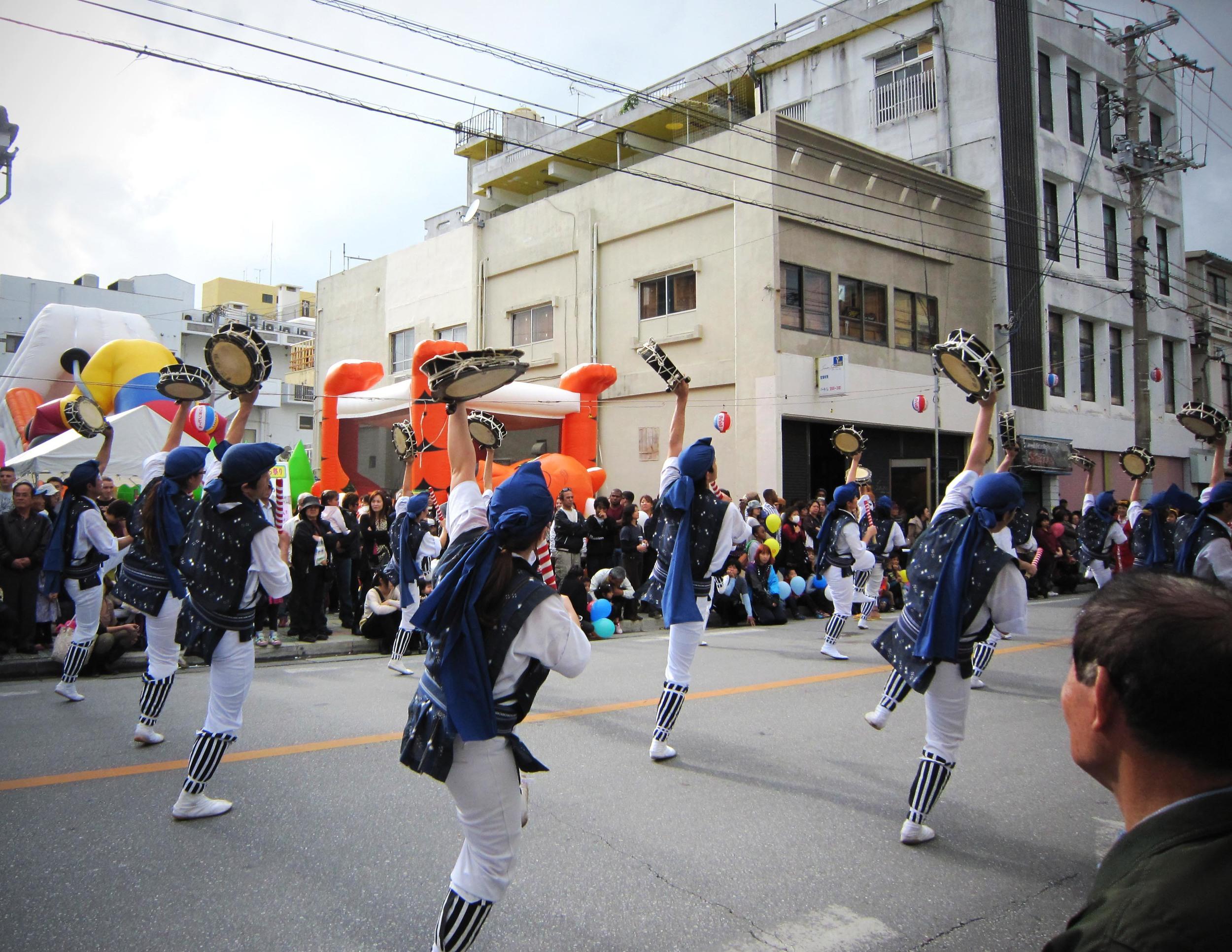 Eisa: Baile tradicional okinawense. // Sakura Matsuri, Nago (2011).