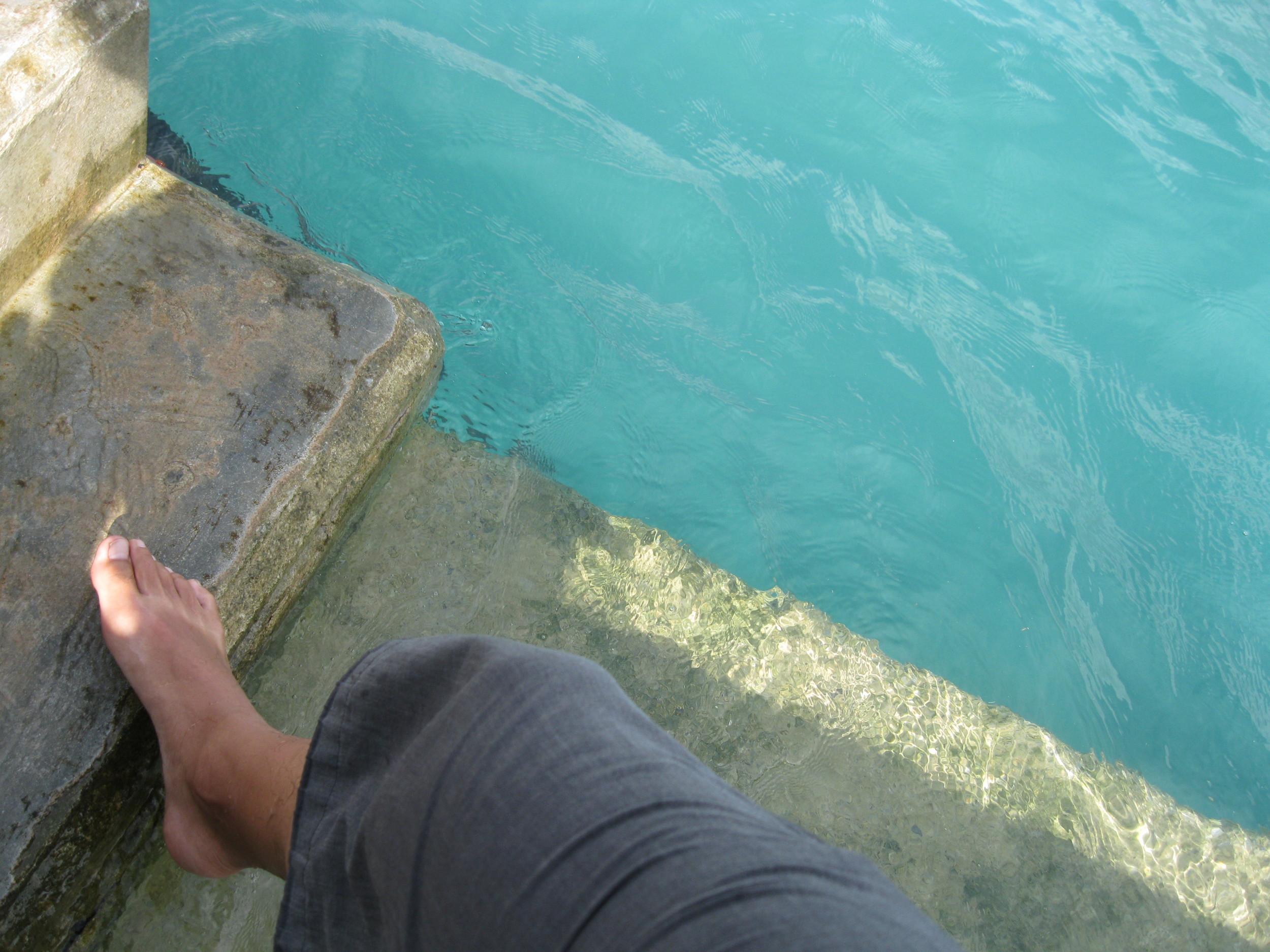 Y luego relajar y refrescar los pies en los puertos o en las playas.
