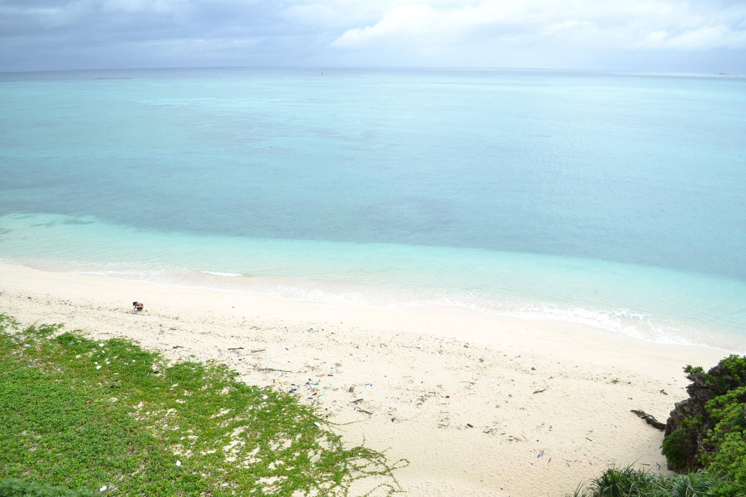 Aguas turquesas cristalinas, arena blanca, corales, sin gente: perfecto.