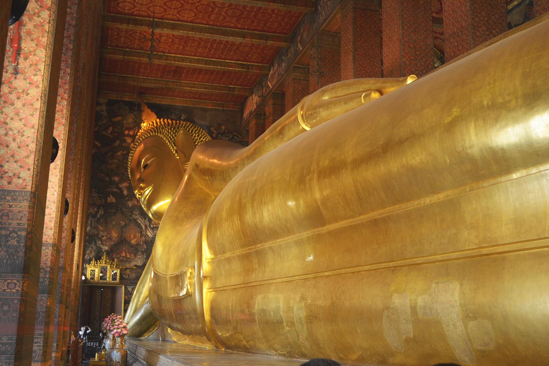 El buda reclinado en 'Wat Pho'.