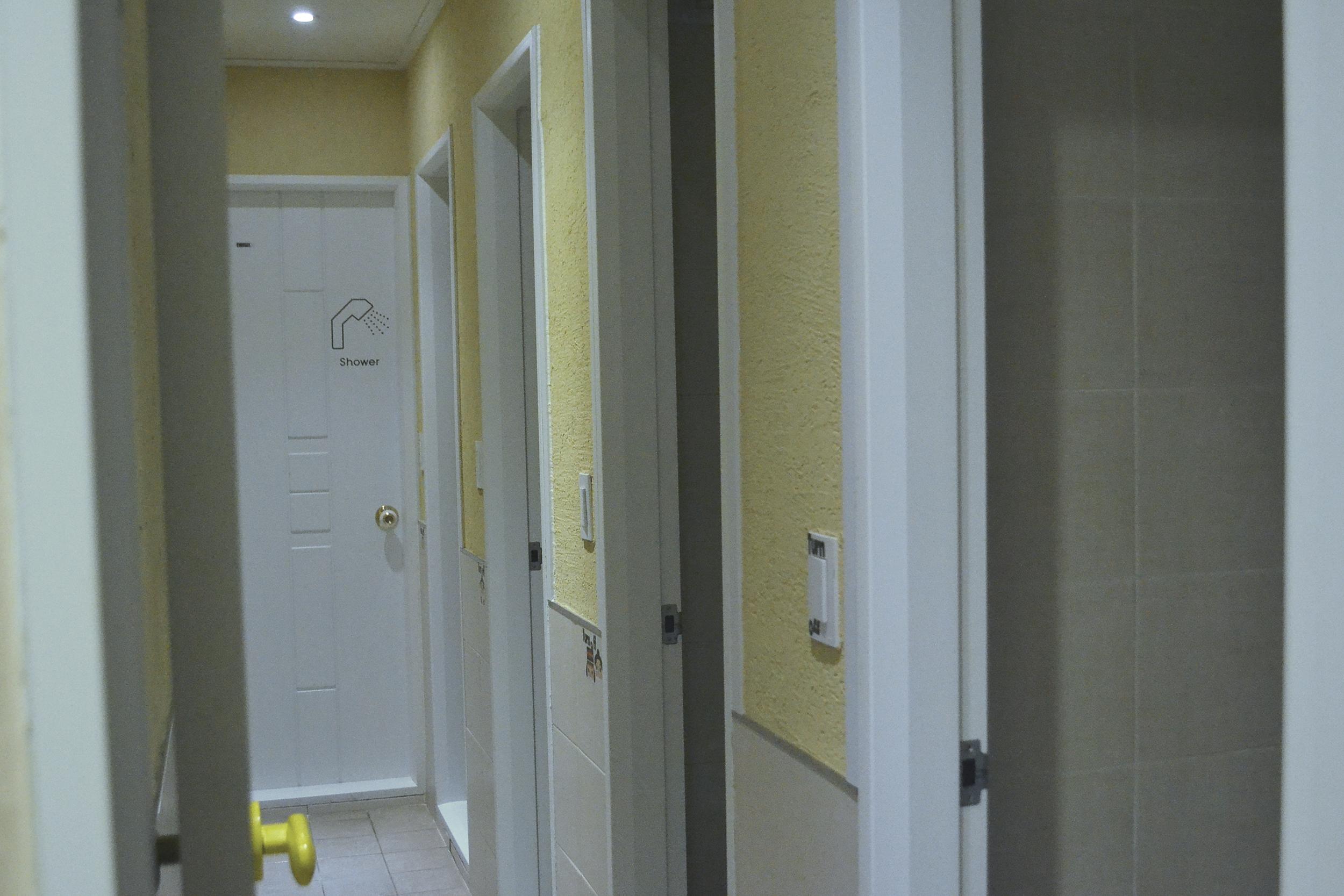 Los baños compartidos.