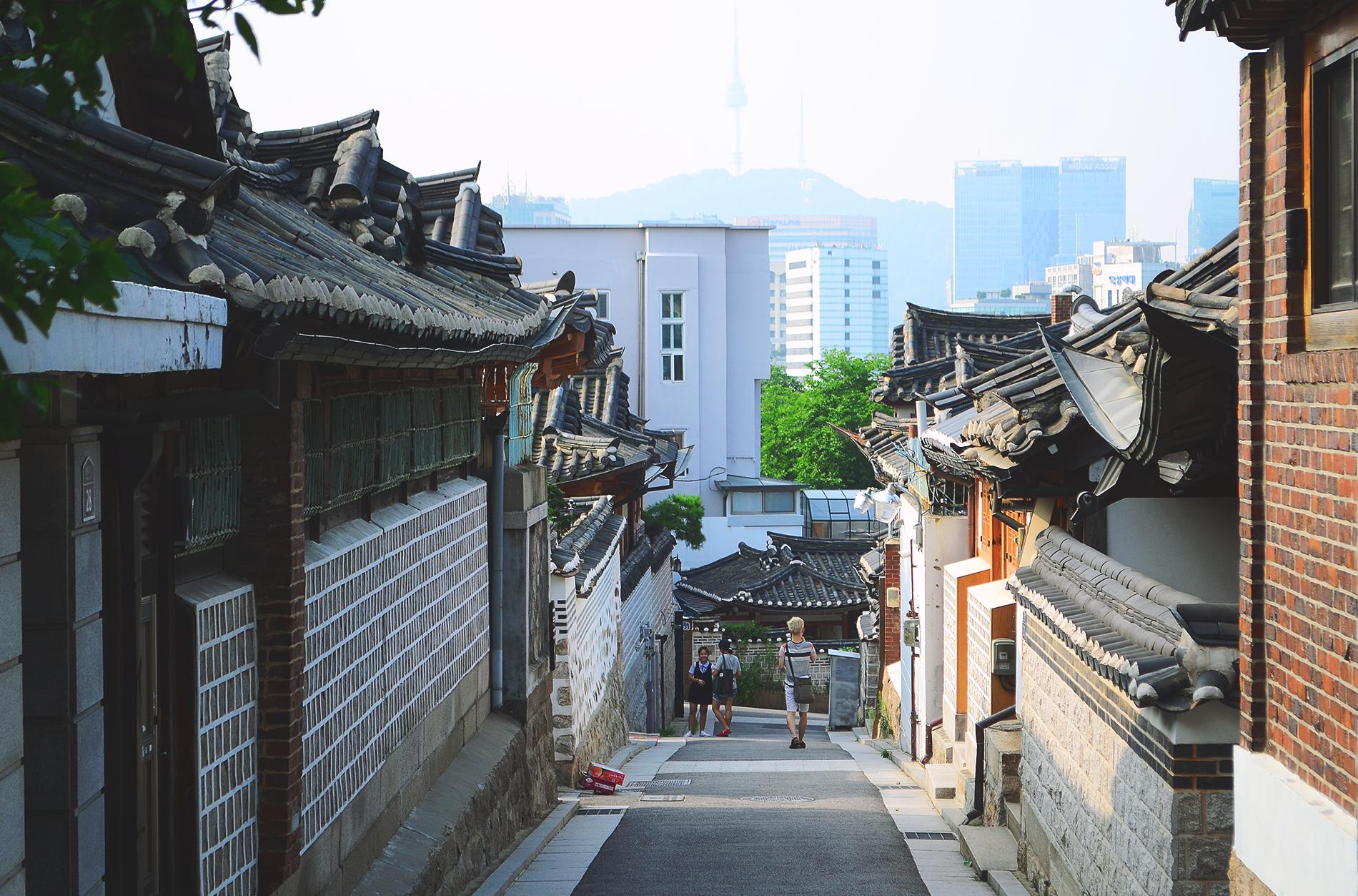 Adelante: La Corea Tradicional. Detrás: Corea al 2015.