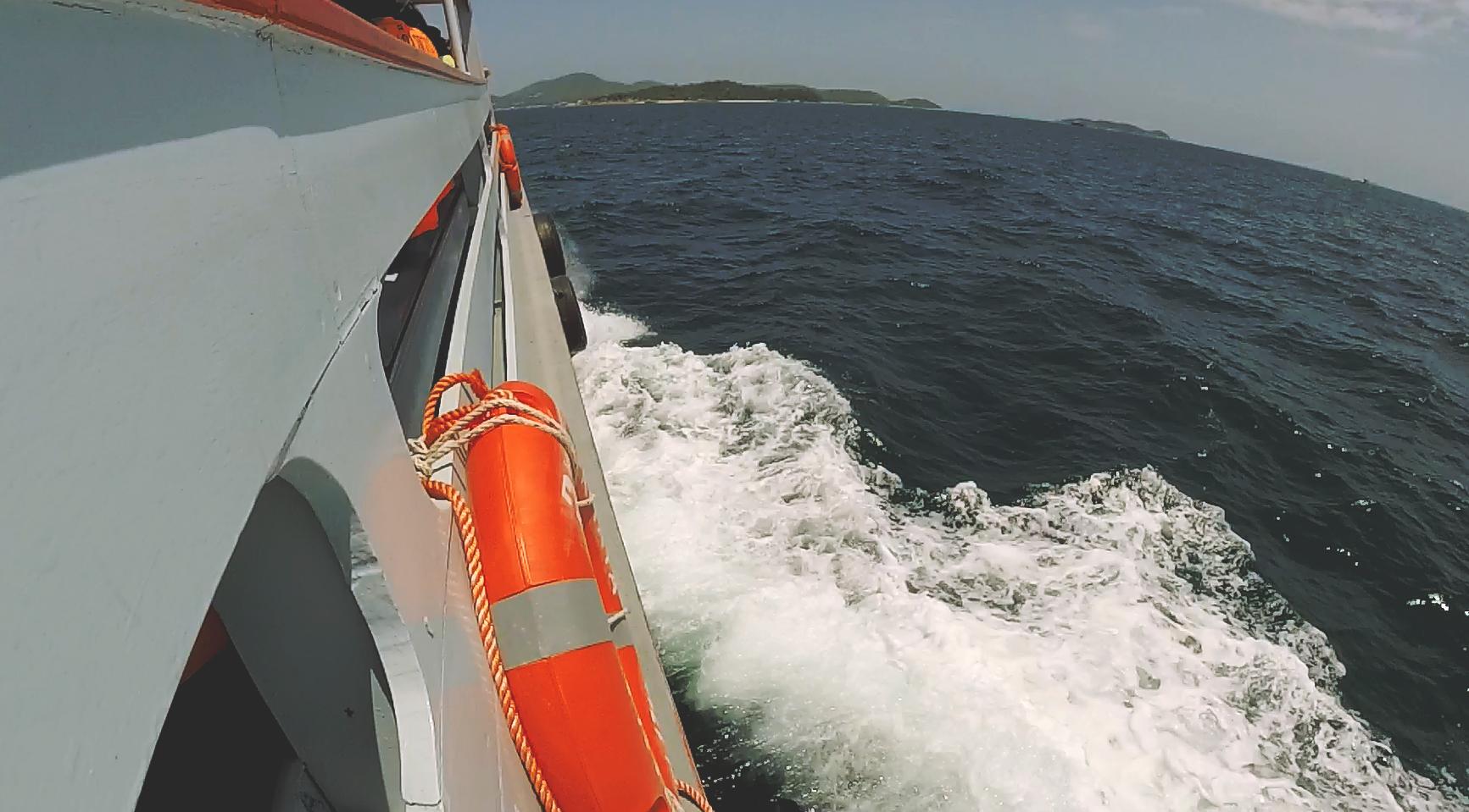 Ferry que conecta Pattaya con Ko Larn.