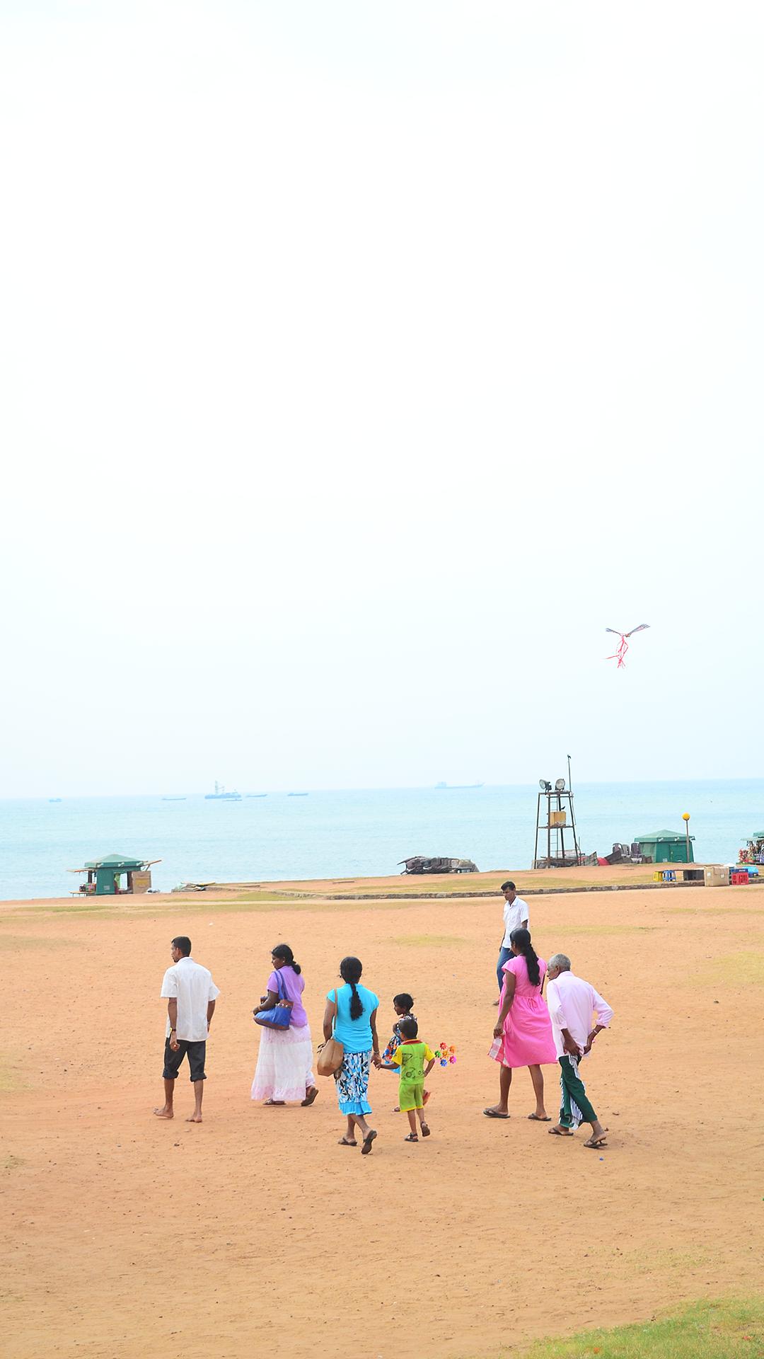 Locales en las playas de Colombo.