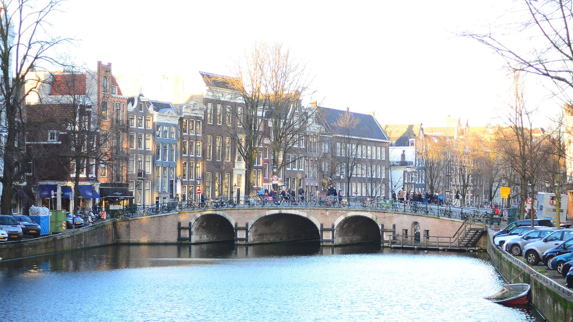 Imposible cansarse de estas vistas mientras caminas por Amsterdam.