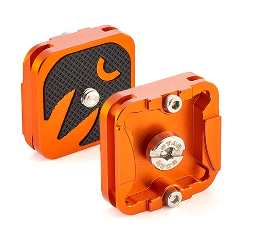 QR4 - A 38mm square release plate, with security screws for peace of mind and safer use. Arca Swiss compatible, with corner holes for Peak Design Anchors.