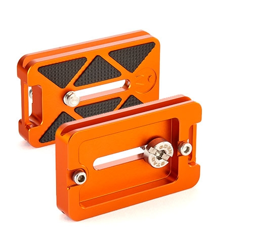 QR7 - 62mm x 38mm release plate, Arca Swiss compatible, with adjustable camera screw slot, security screws for safety, and additional strap connector.