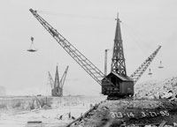 Sanitary and Ship Canal Construction Cranes, 1895  Courtesy of Chicago History Museum