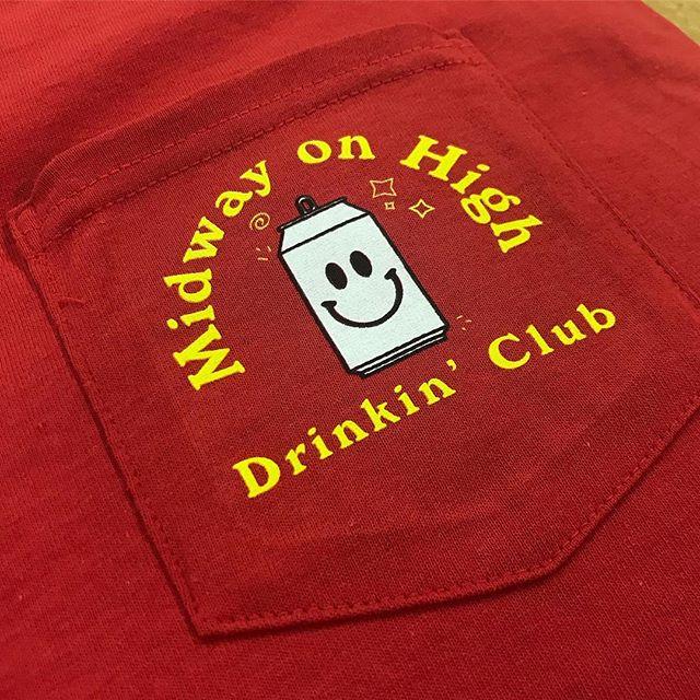 #fridayvibes😎 @midwayonhigh . . . #popsprintedapparel #drinkingclub #pocketprint #pocket #highstreet #osu #campusbars #buckeye #screenprinting #midwayonhigh