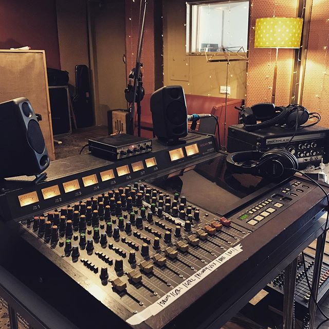 Latest recording session with the Tascam 388 👌 we had a lot of fun with @jackrundell_thehnbs 🌵 #tascam388 #tascam #recordingsession #tape #tapemachine #analog #recordingstudio #studio