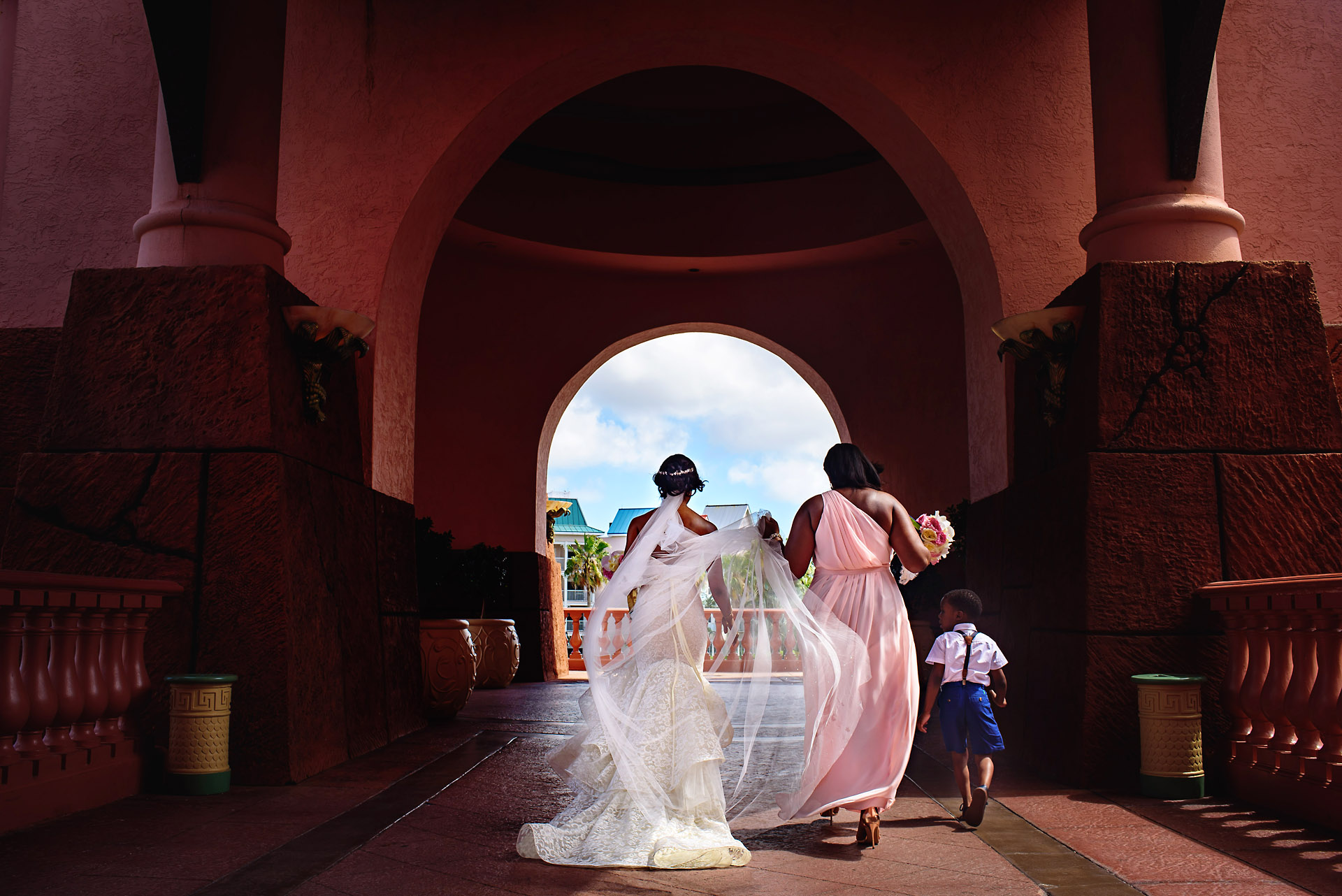Bride_walking_outside_hotel_atlantis_bahamas.jpg