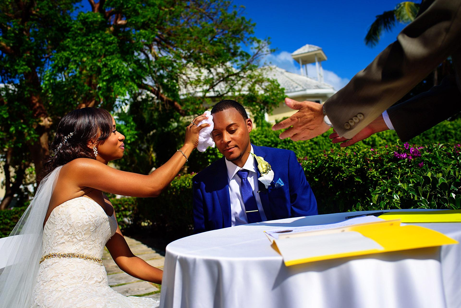 Bride_wipe_groom_atlantis_bahamas.jpg