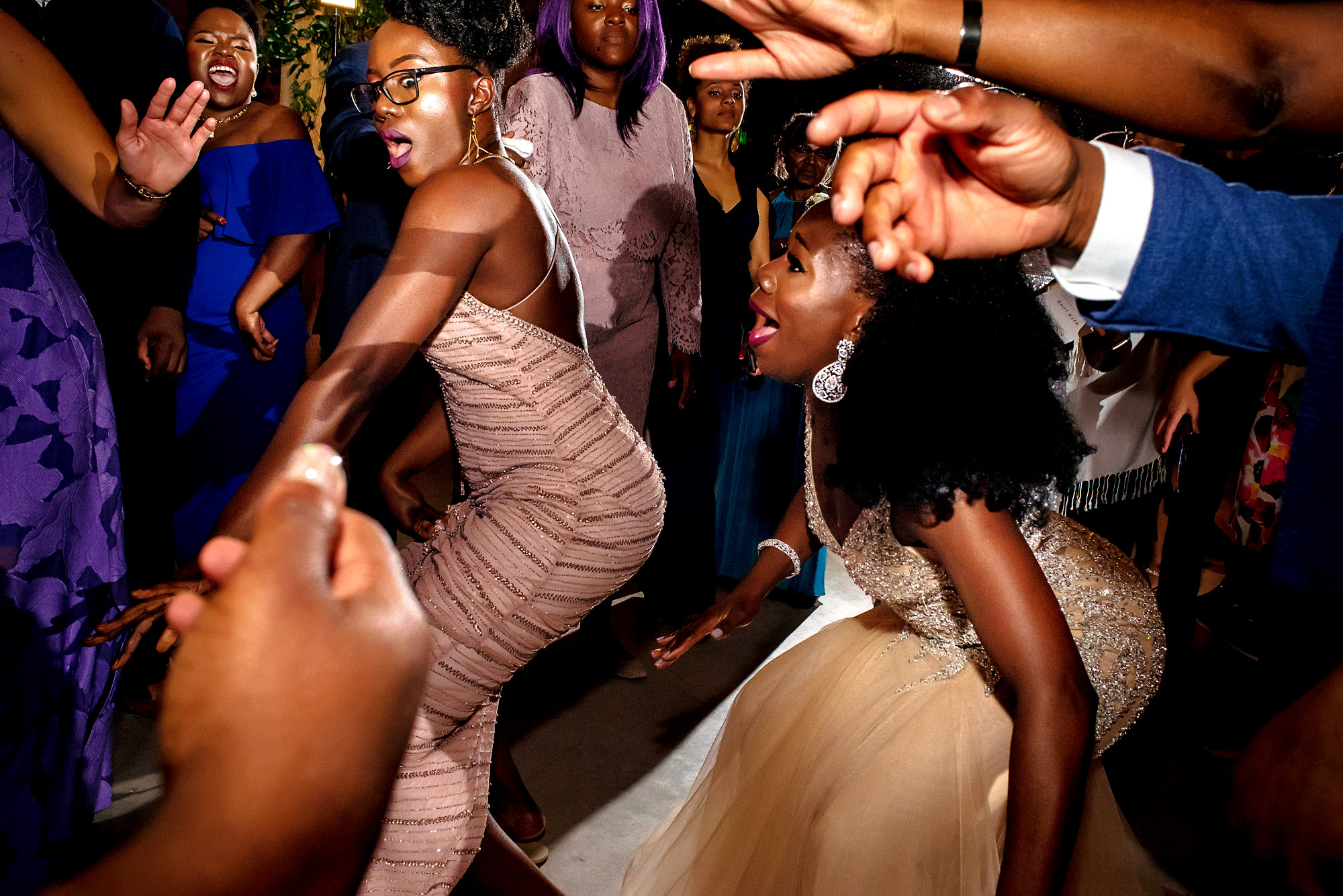 bride and sister with strong reactions on the dancefloor.jpg