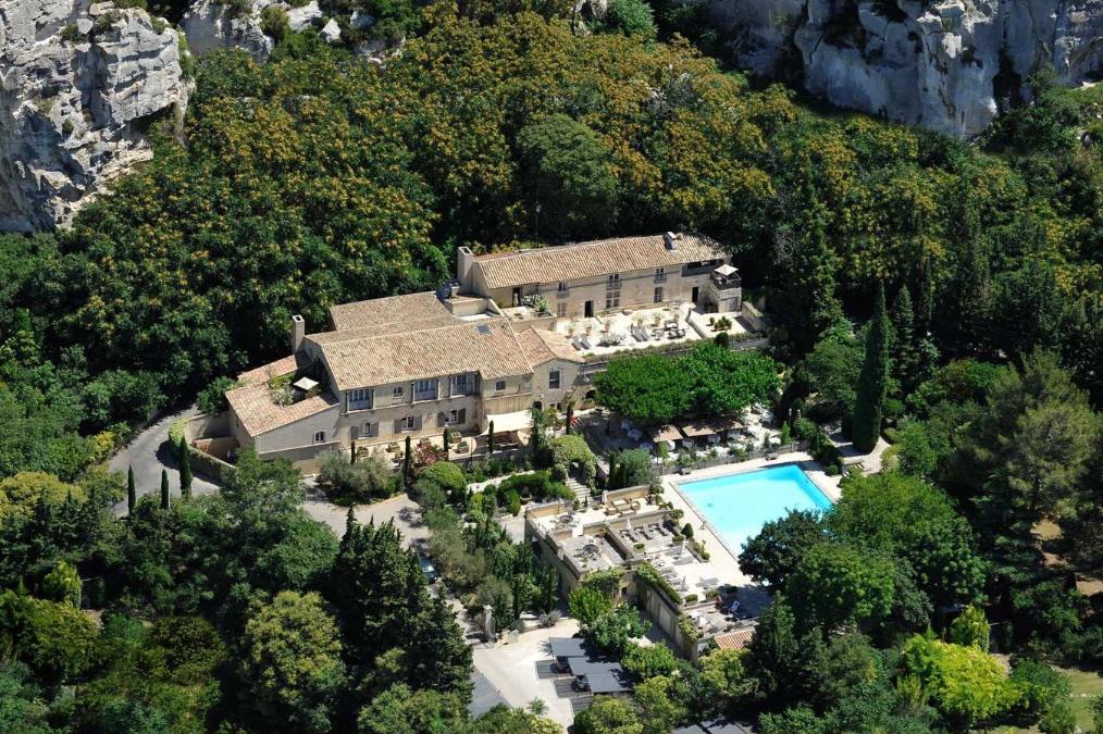 Domaine de Beaumaniere Provence 1200x800px 8.jpg
