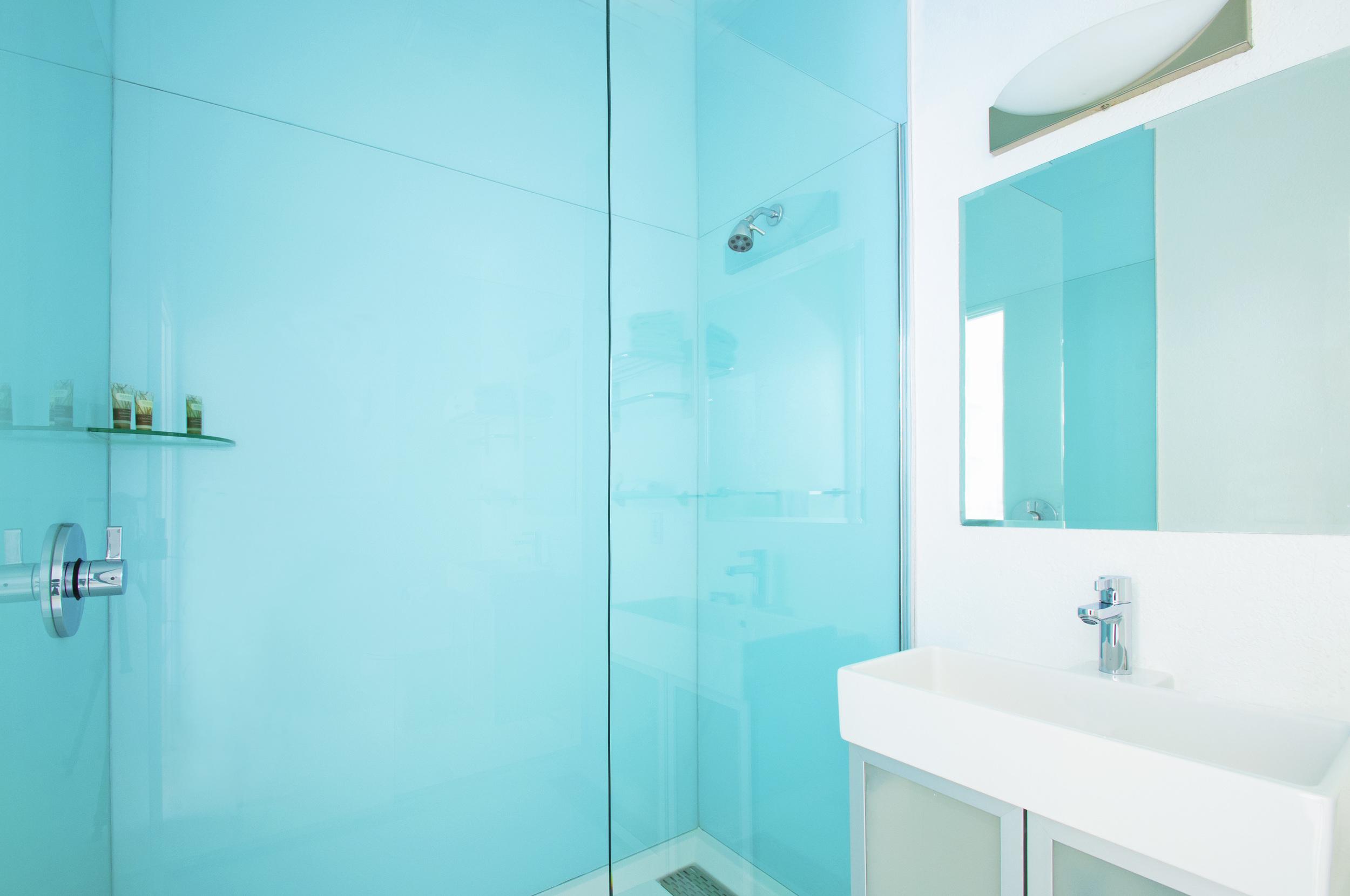Alcazar_30_bathroom.jpg