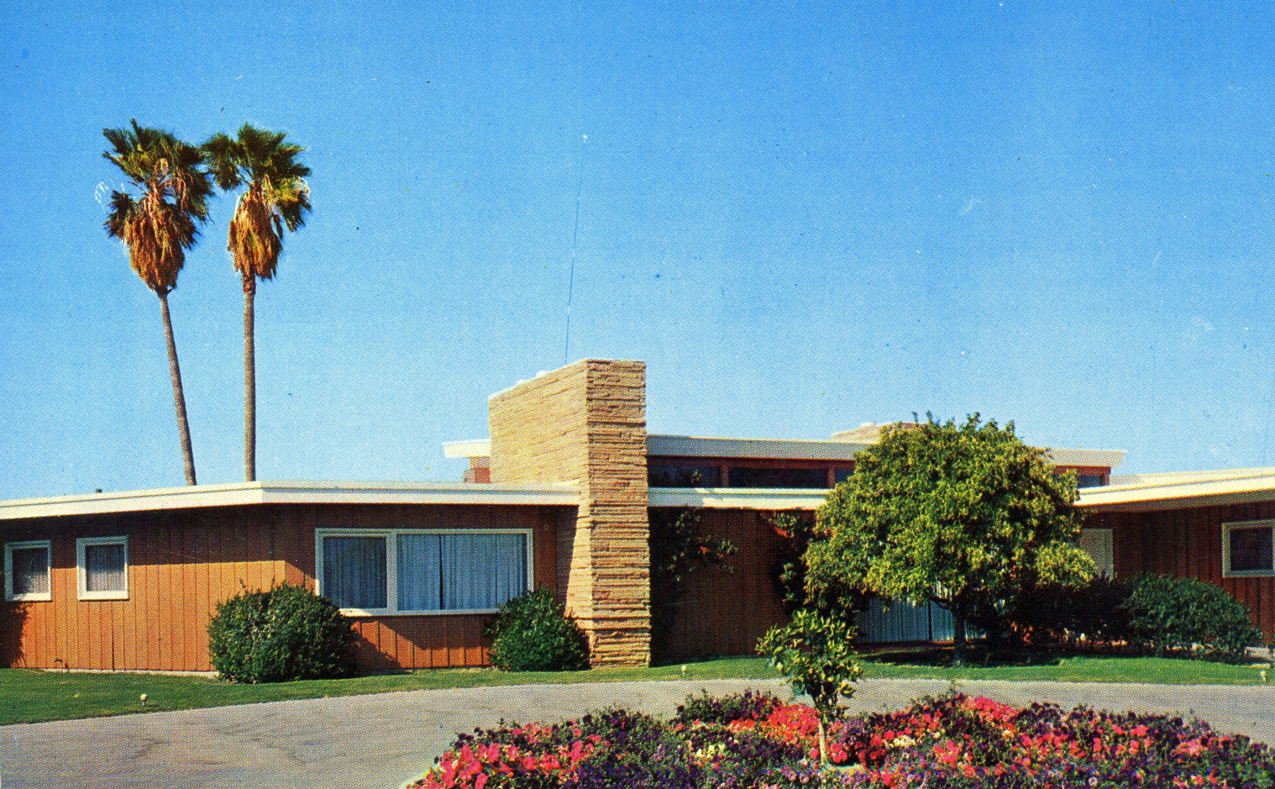 Frank Sinatra's Twin Palms by E. Stewart Williams, 1947 Source: Palm Springs Historical Society. All rights reserved.
