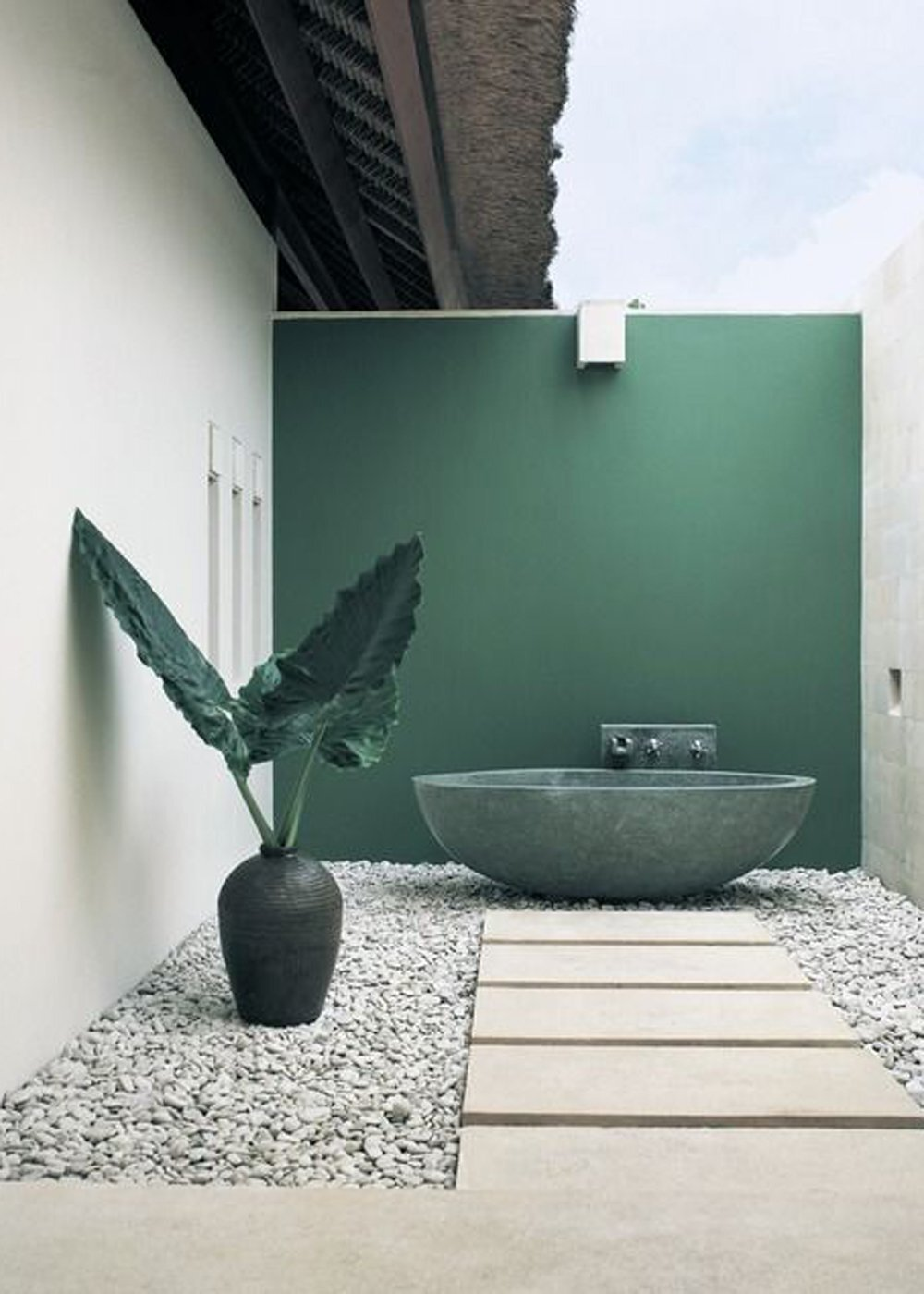 4. Outdoor Bathtub - Why settle for a regular bathtub when you can have one that's outdoors? If you have an enclosed courtyard or private nook in your backyard, this setup could be exactly what your home is missing.