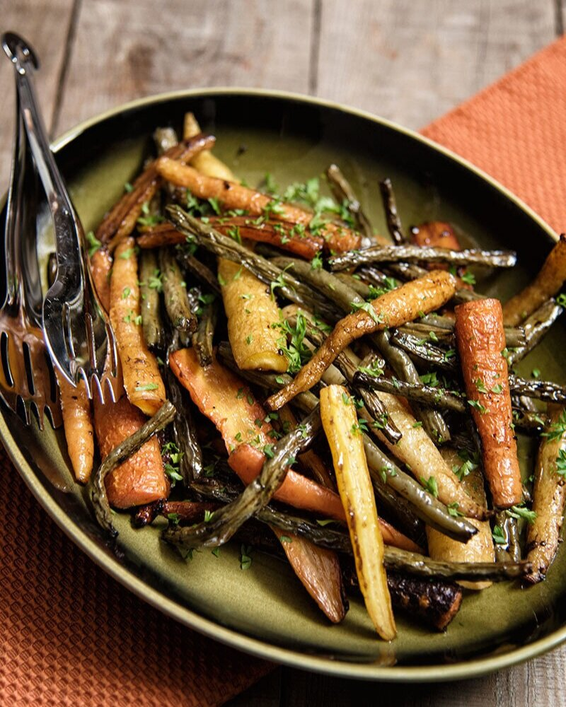 """7. BALSAMIC ROASTED CARROTS AND GREEN BEANS - I never really thought of carrots and green beans as """"creepy"""" before now. Not only is this dish healthy, but it's an easy way to get an extra side in for holiday dinners if you're pressed for time. Combine with a ghoulish plate and voila - savory Halloween dish complete!"""