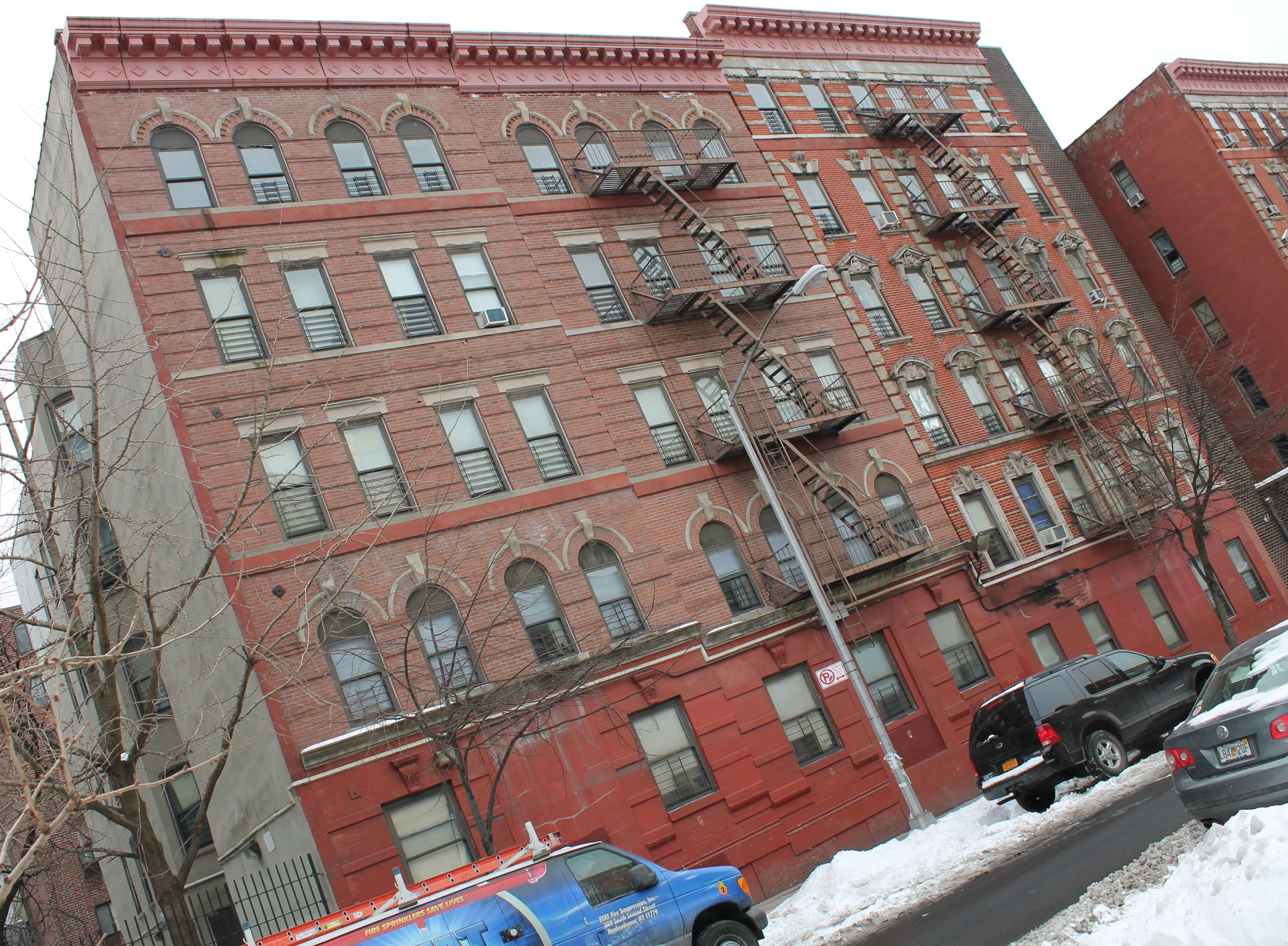Building 20 of 4-20 East 117th Street, as seen on March 3, 2015. Source : Louis Flores