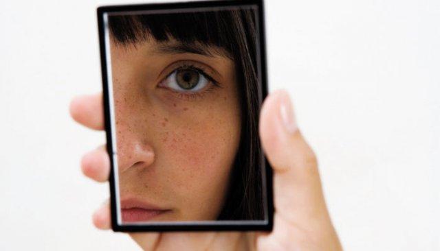 girl-looking-in-mirror.jpg