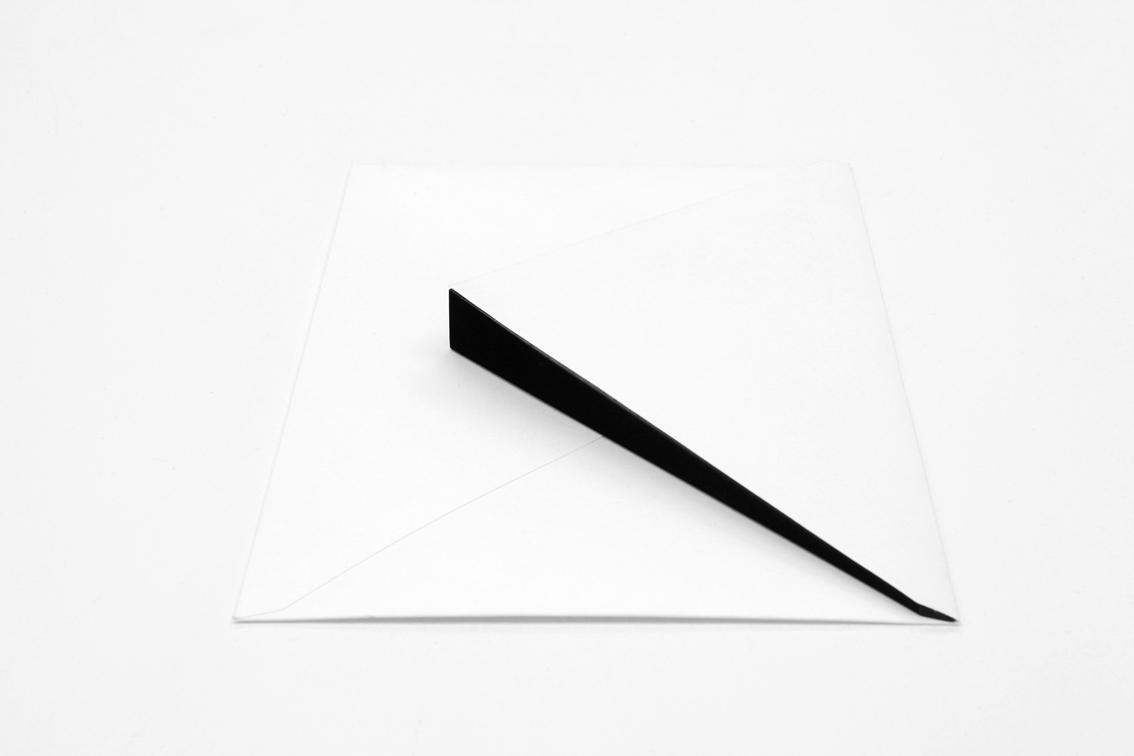 CONVITE/ INVITATION (2009) envelope and basalt, 2.2 x 16 x 22 cm