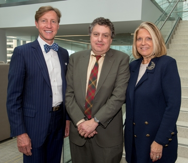 Howard J. Eisen, M'81, INT'84, flanked by Dean J. Larry Jameson and Senior Vice Dean for Education Gail Morrison, M'71, FEL'76.