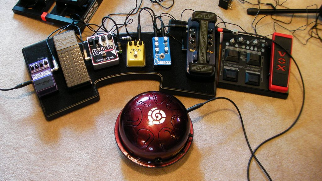 Plug into pedals and loopers