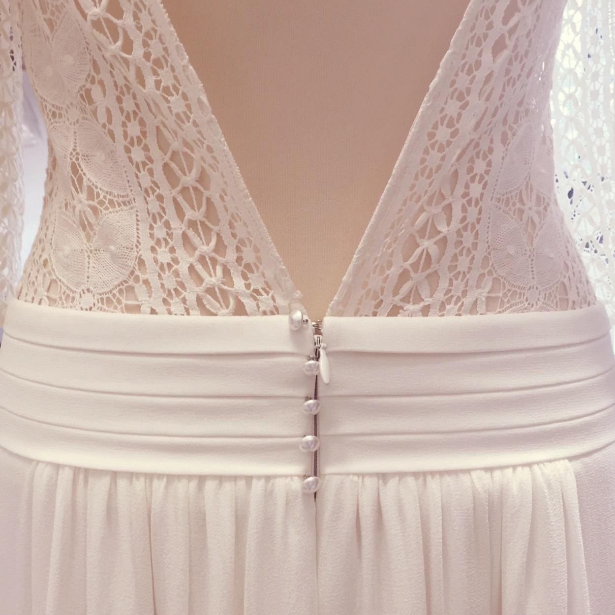 backless-wedding-dresses.jpg
