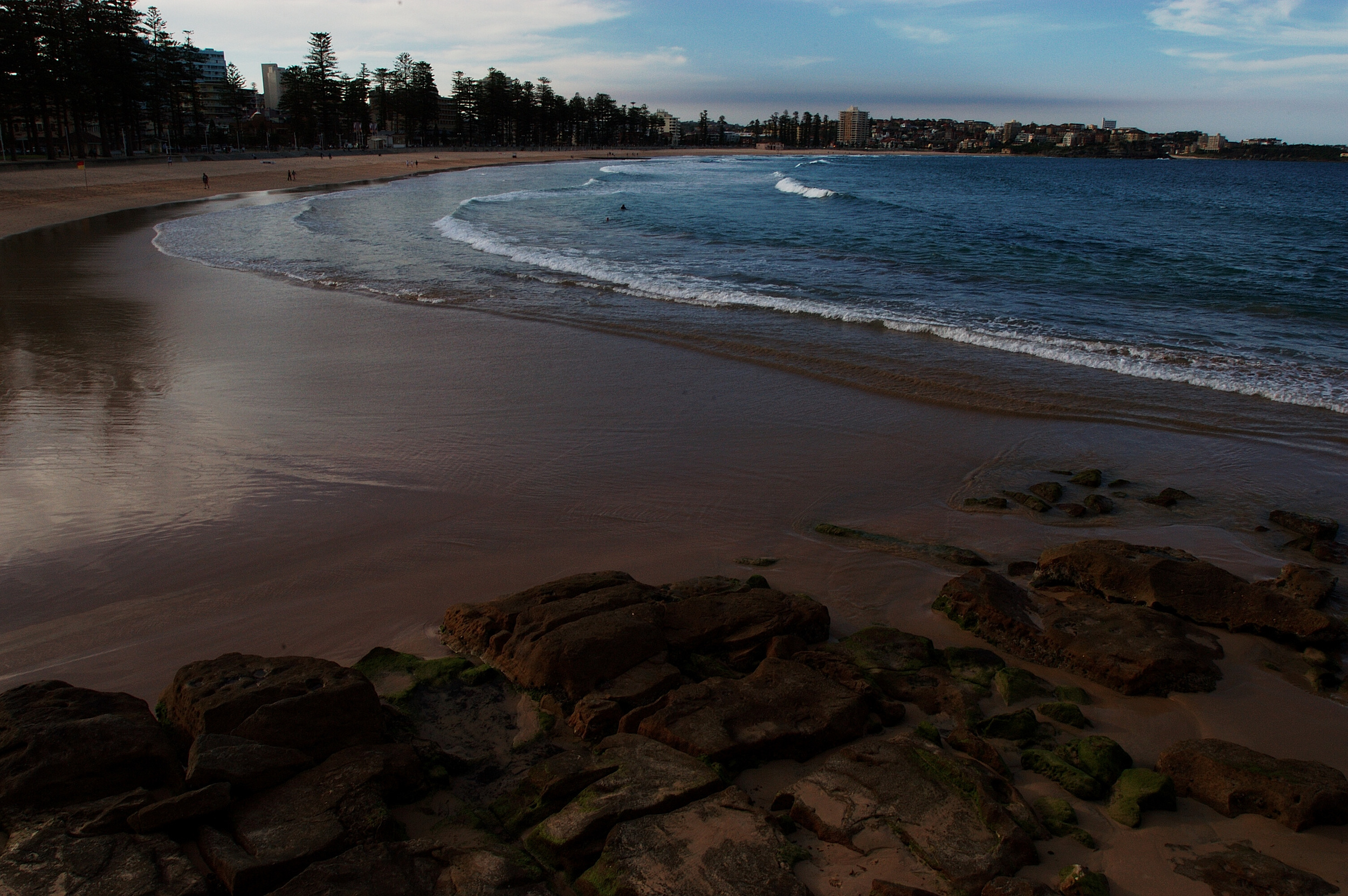 Manly had a beautiful beach strip with lots of hotels, shops and restaurants.