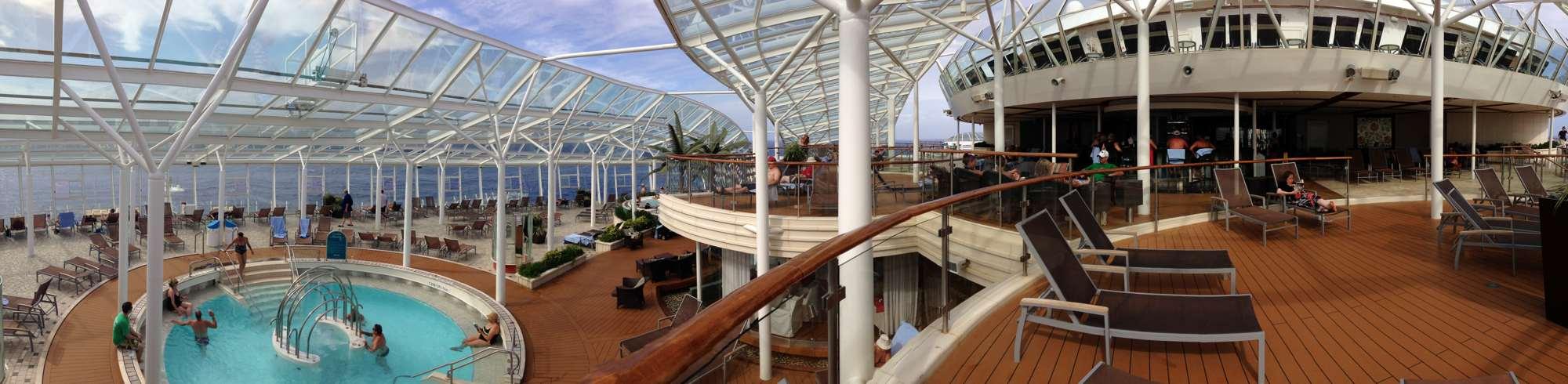 The solarium Cafe below, Solarium bar above, pool allinside the Solarium