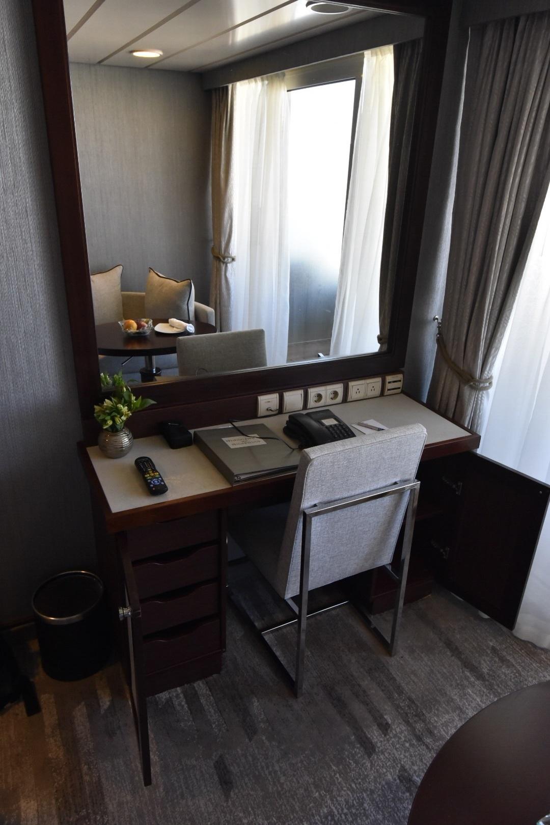 Desk/Vanity area