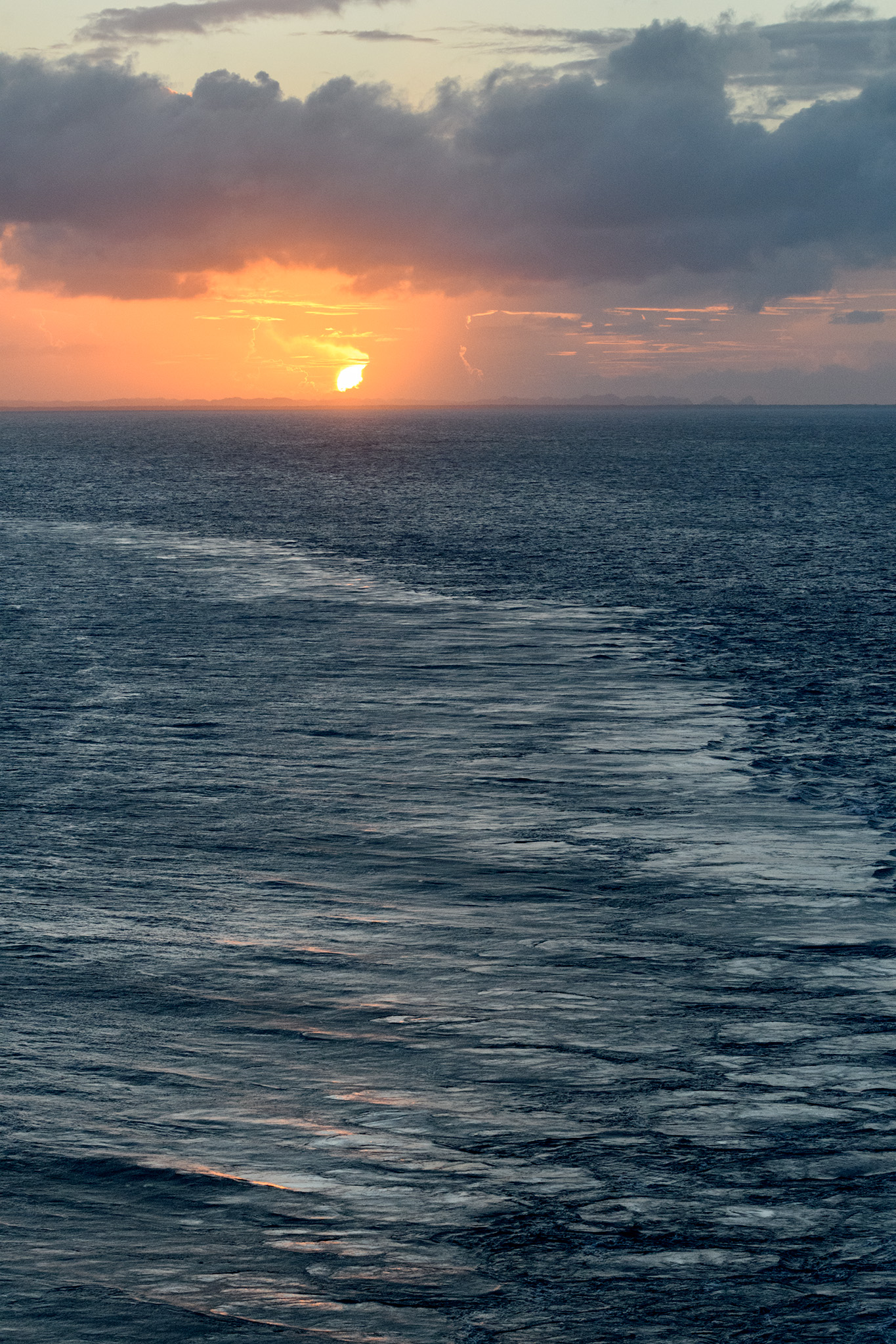 I can watch the sea go by all day, right up until the sun sets!