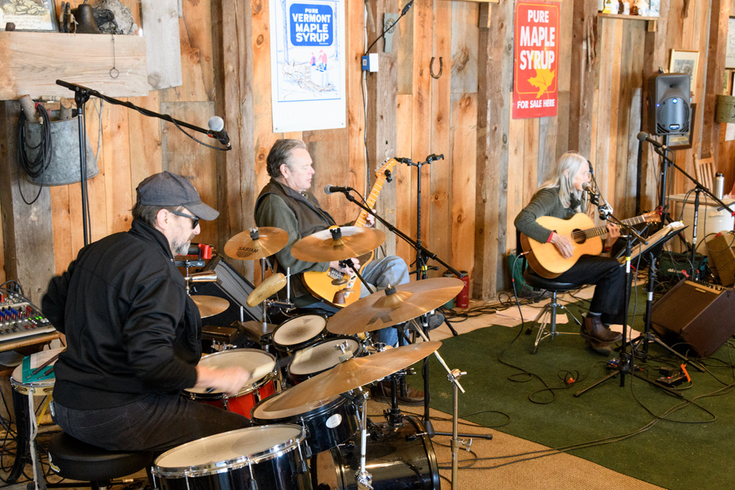 On the weekends, Palmer's Sugarhouse features a live band and plenty of indoor space to enjoy maple treats!