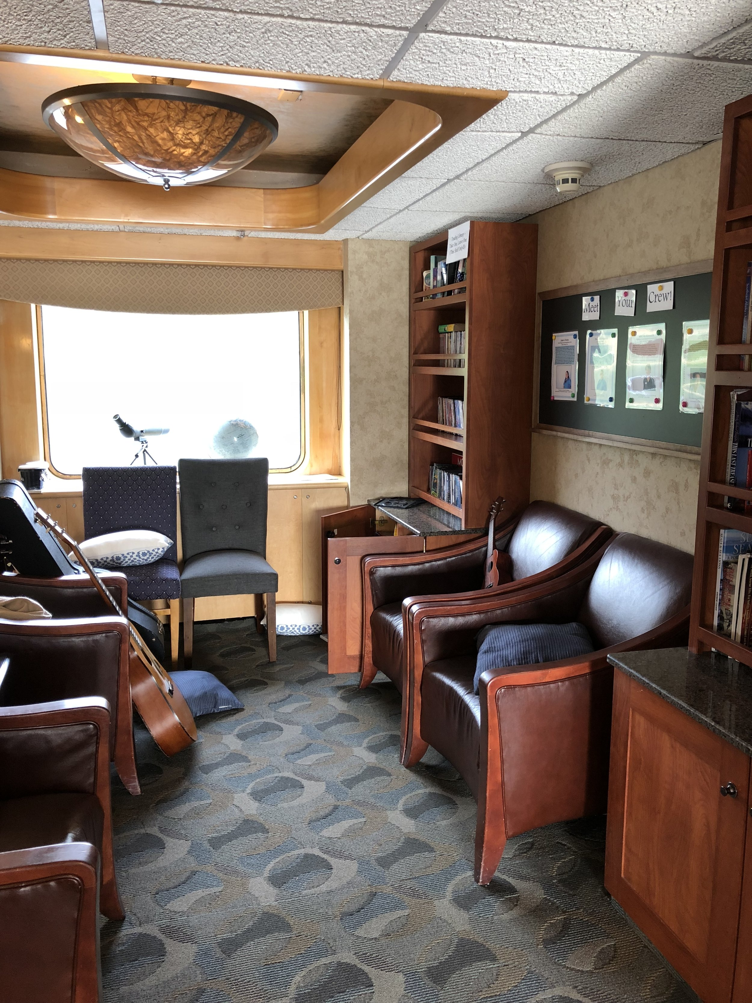 Library adjacent to the dining room, instruments and books for guests to use.
