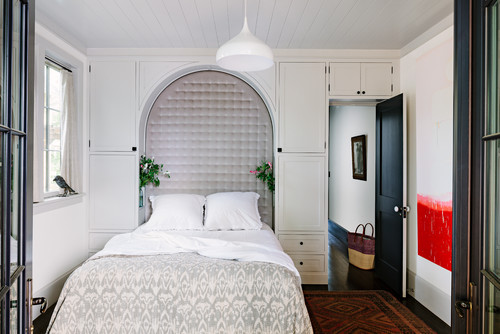 Craftsman Bedroom    by  Portland General Contractors    The Works