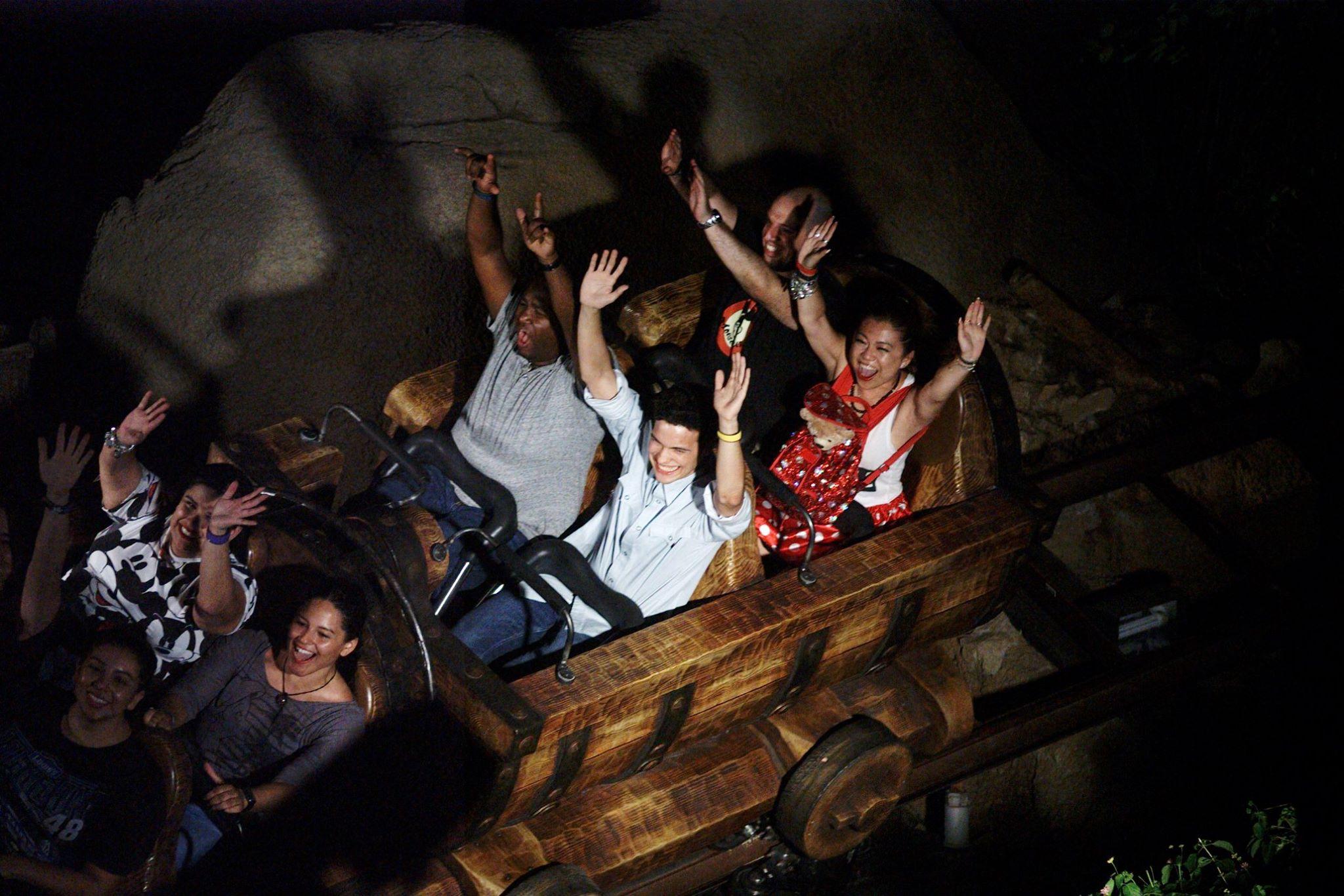 seven dwarfs mine train night risa xu