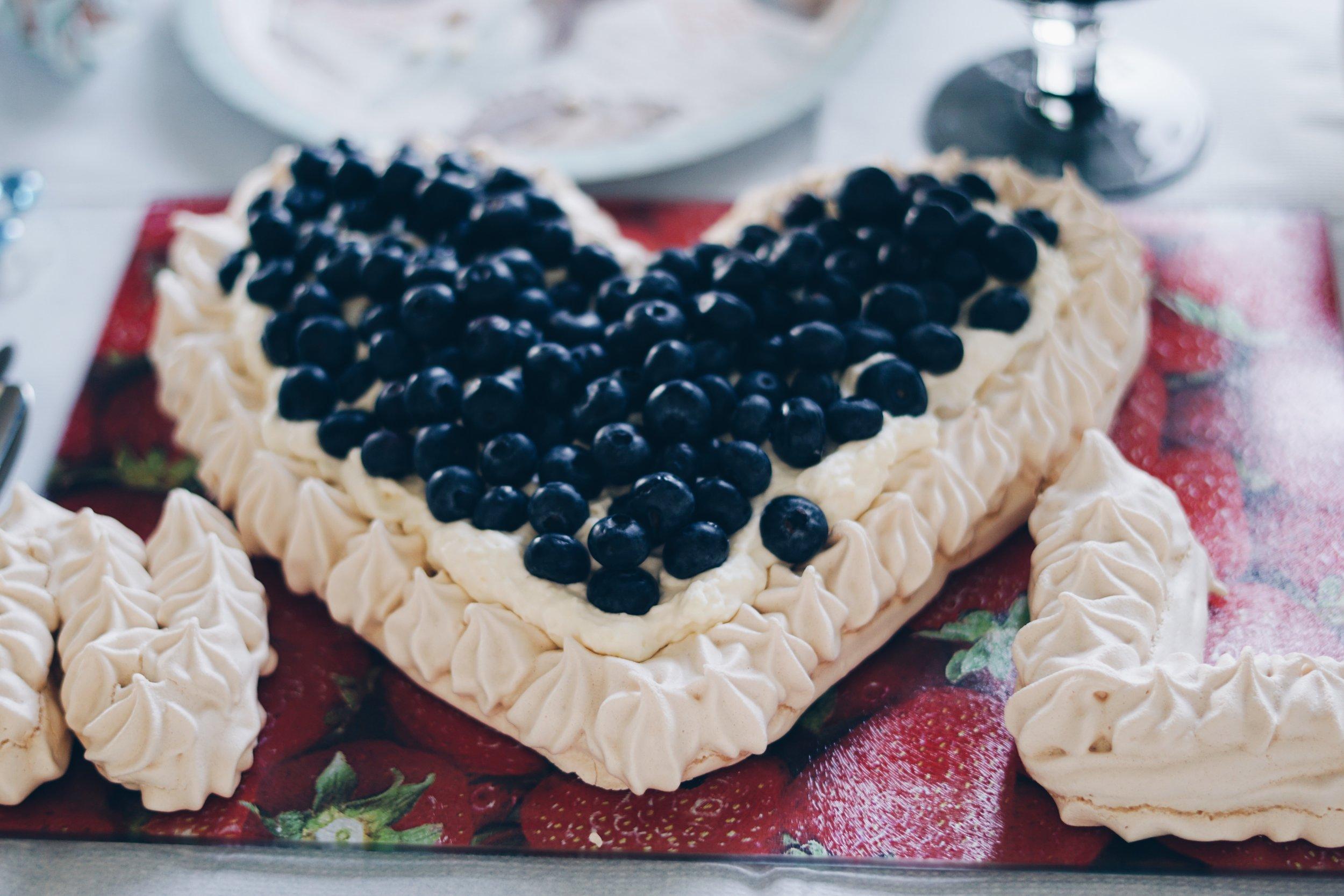 risa xu bridal shower meringue cake
